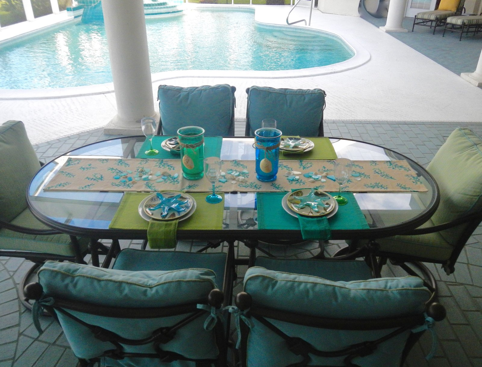 Contemporary Coastal Florida Patio Outdoor Dining Design