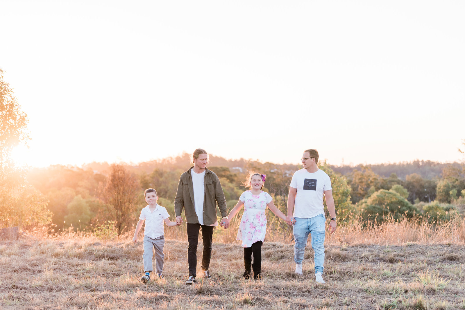 relaxed-family-portraits-sunset-grassy-field-sprinfield-brisbane-lead-images (5 of 12)