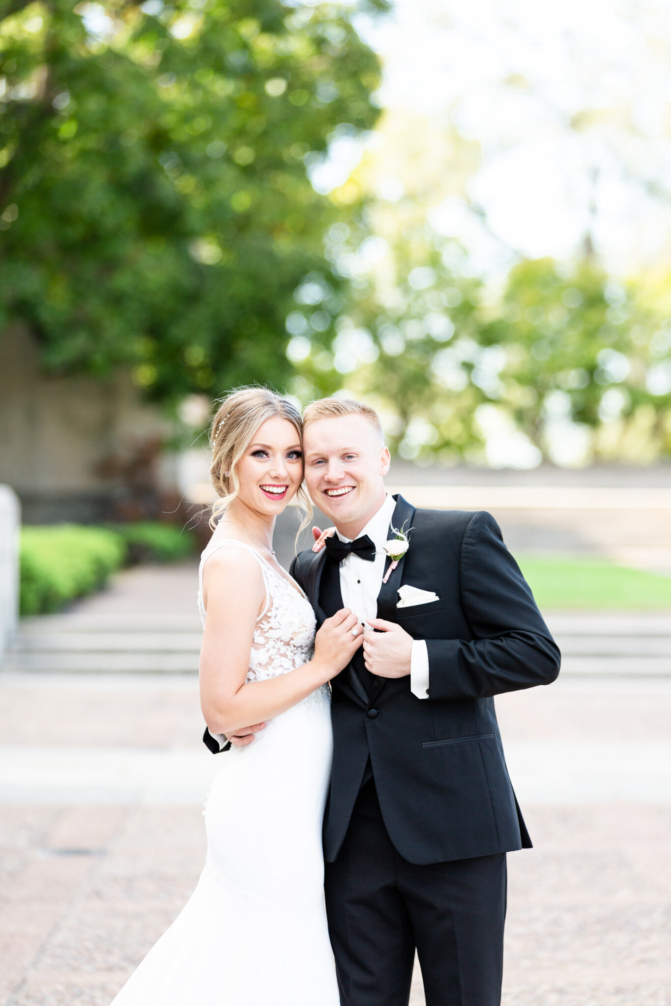first-look-locations-luxury-wedding-photographer-kansas-city-liberty-memorial (1)