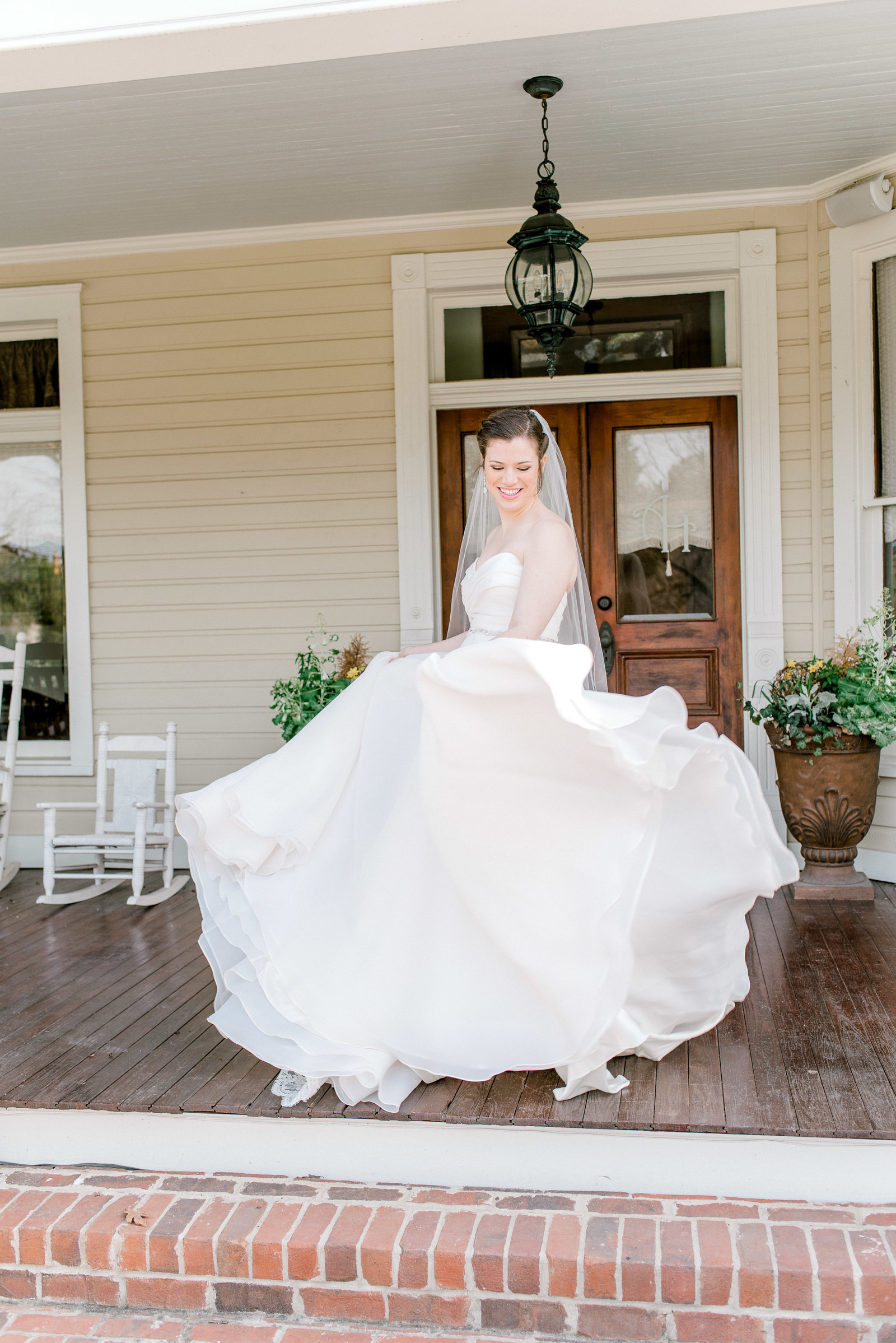 charlotte-wedding-photographer-alexander-homestead-weddings-bride-bridal-session-wedding-fine-art-bright-and-airy-film-photographer-alyssa-frost-photography-2