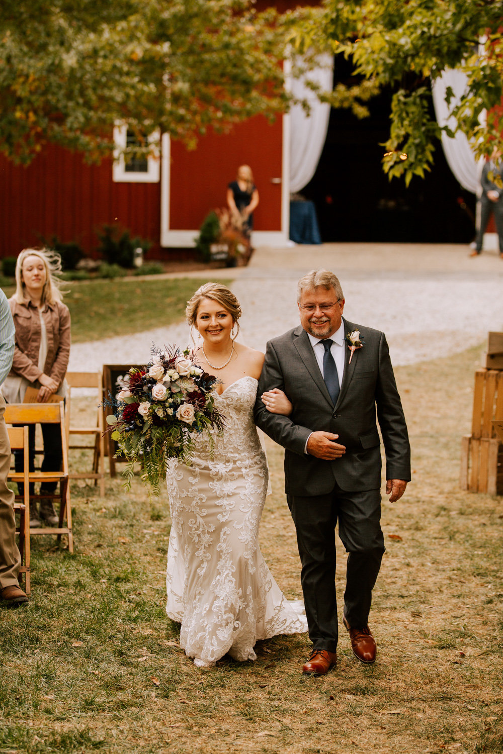Country-red-barn-wedding-delphi-553