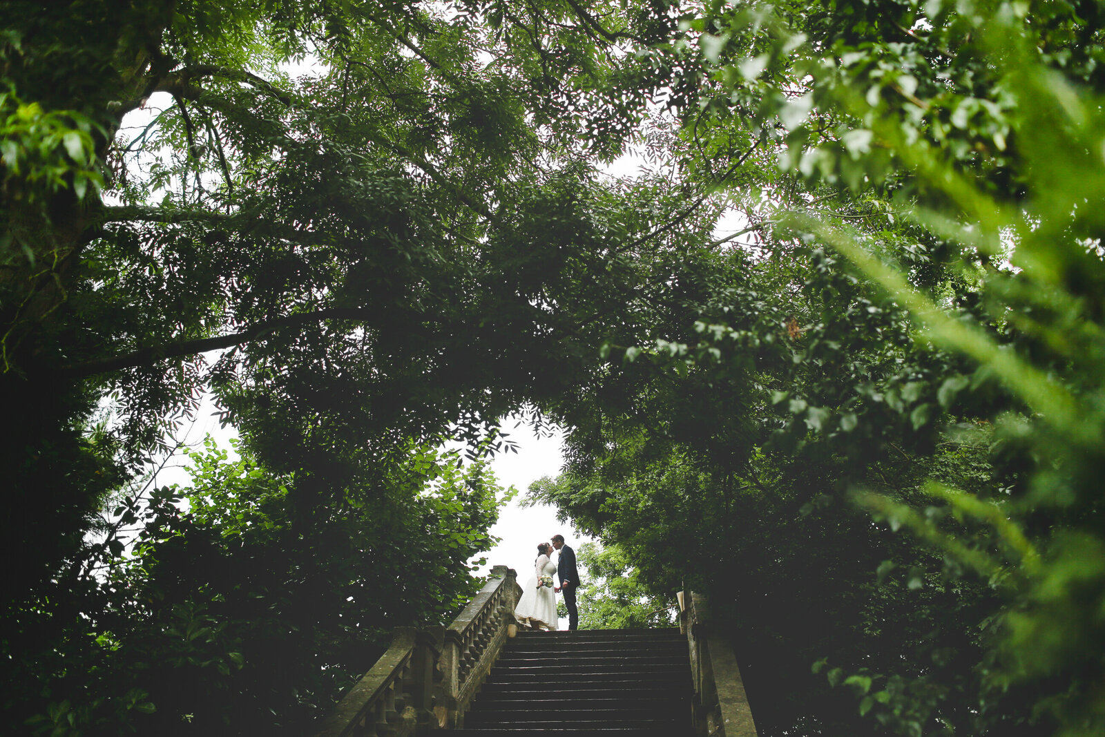 WP-SURREY-WEDDING-PHOTOGRAPHER-TREES-STEPS-RICHMOND-THAMES_0013