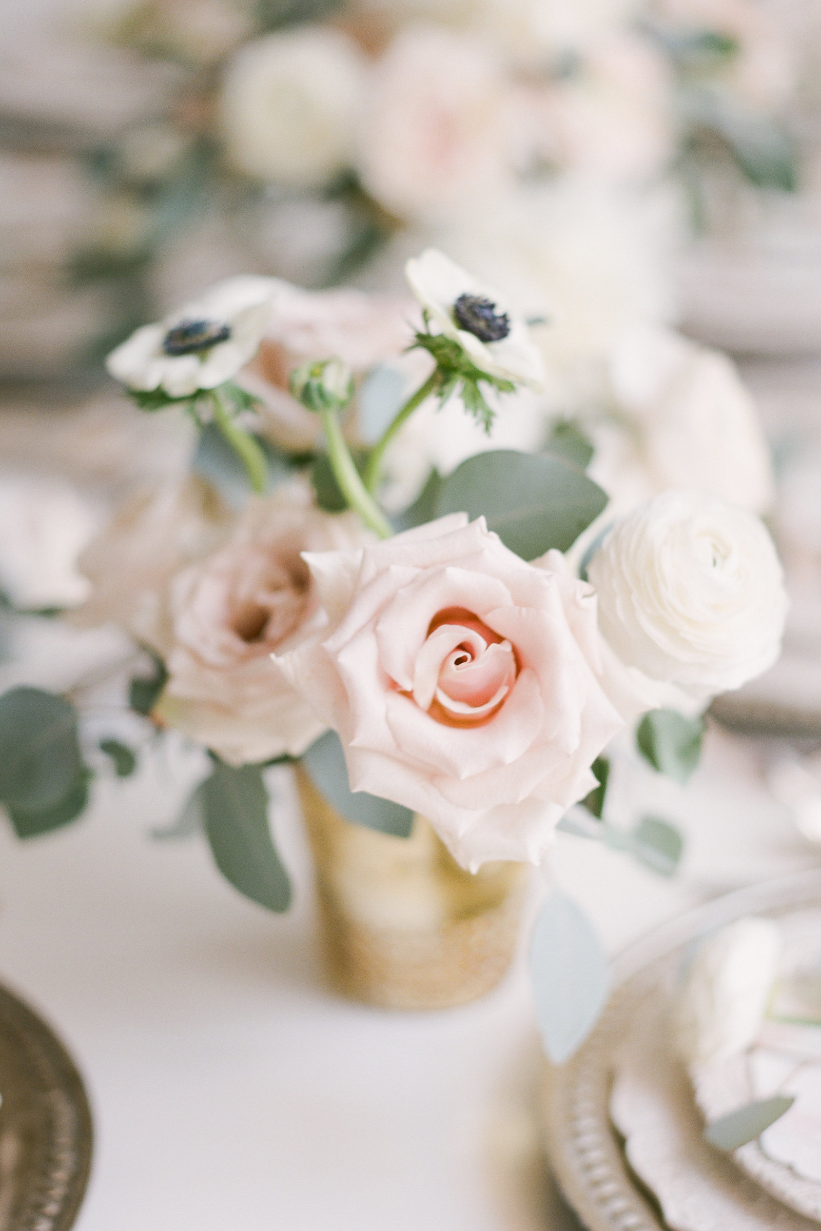 blush white green floral centerpiece