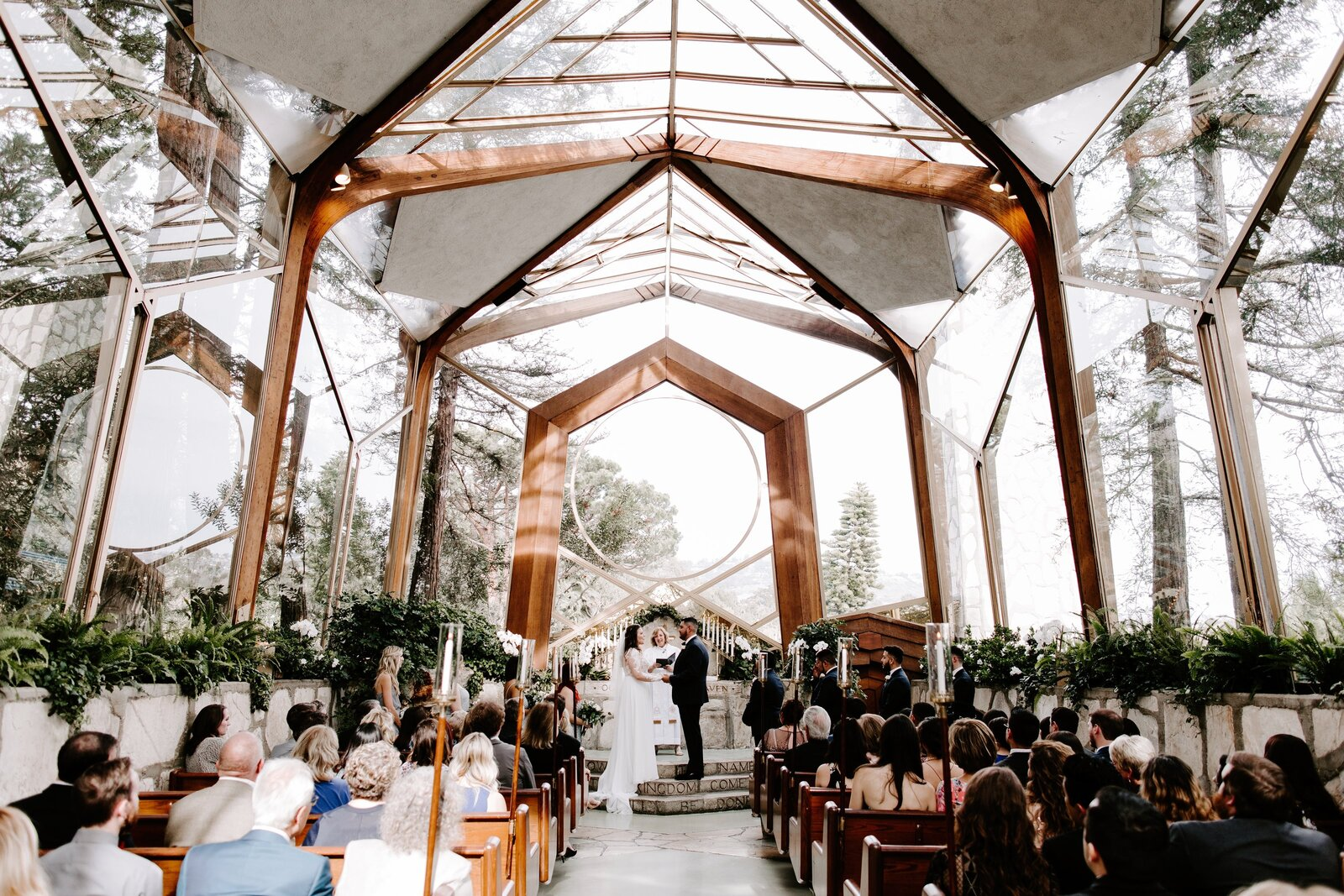 Wedding-ceremony-Wayfarers-Chapel