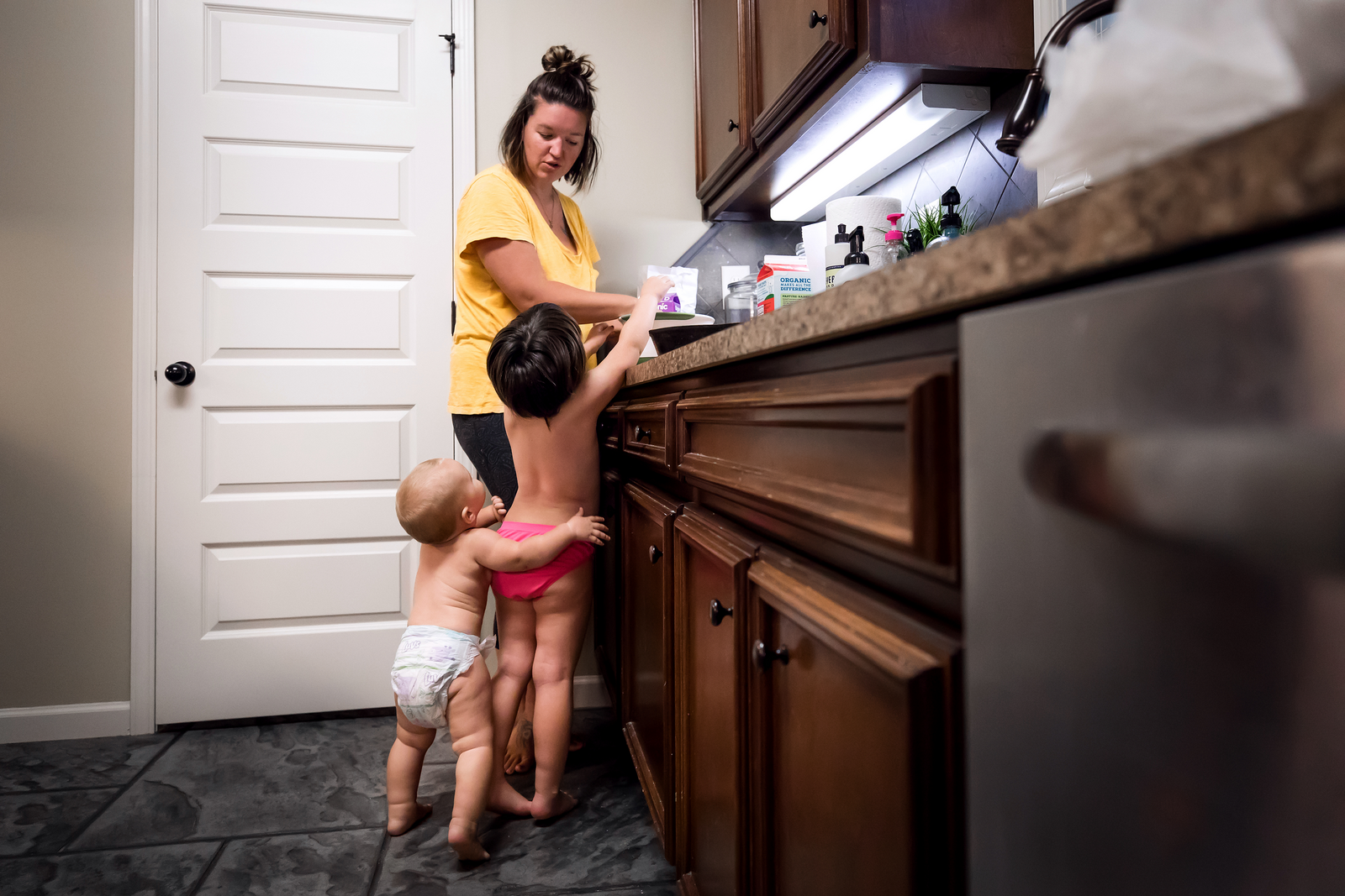 family photographer, columbus, ga, atlanta, documentary, photojournalism, mom in kitchen_0968