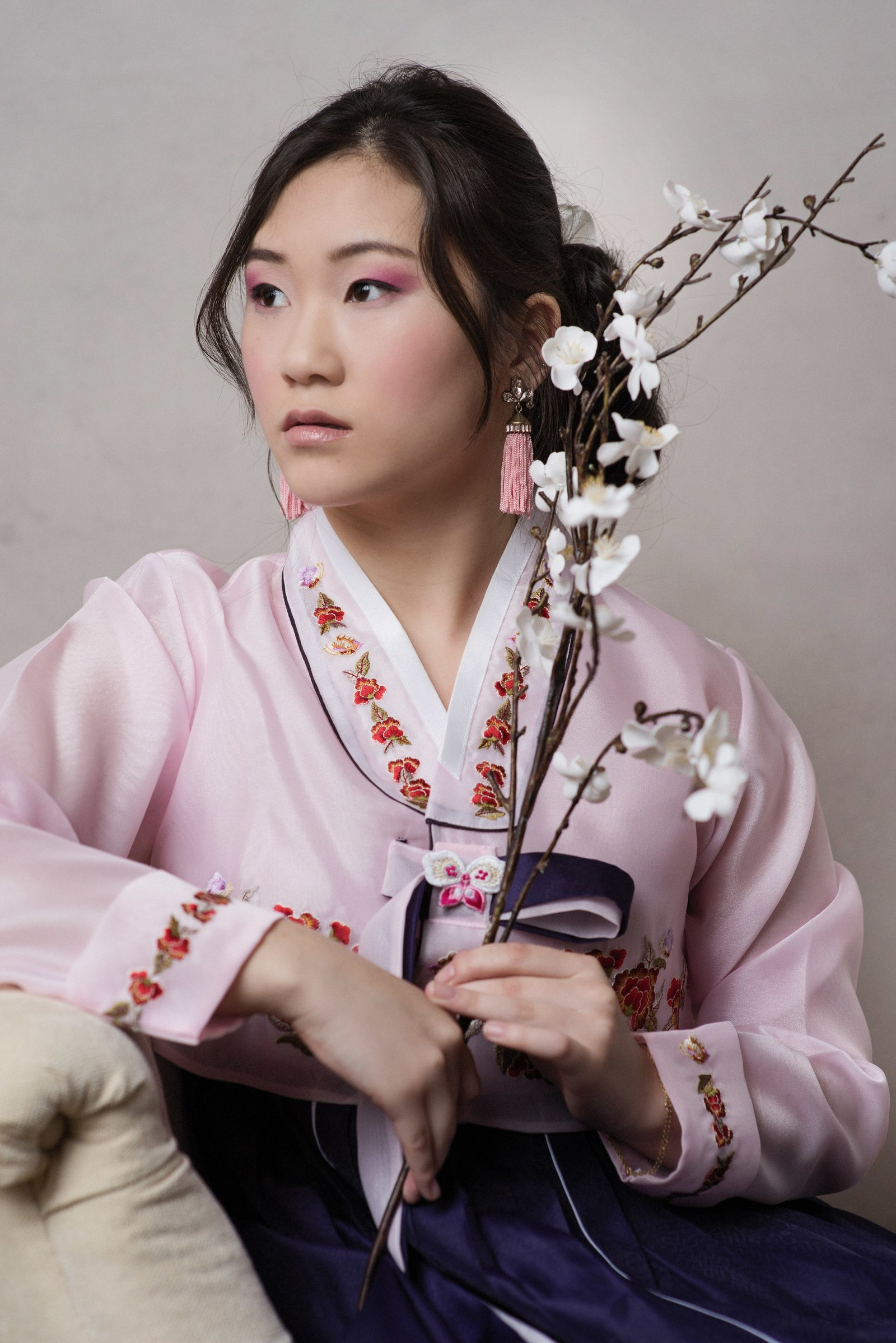 Asian girl in traditional dress senior picture Minneapolis