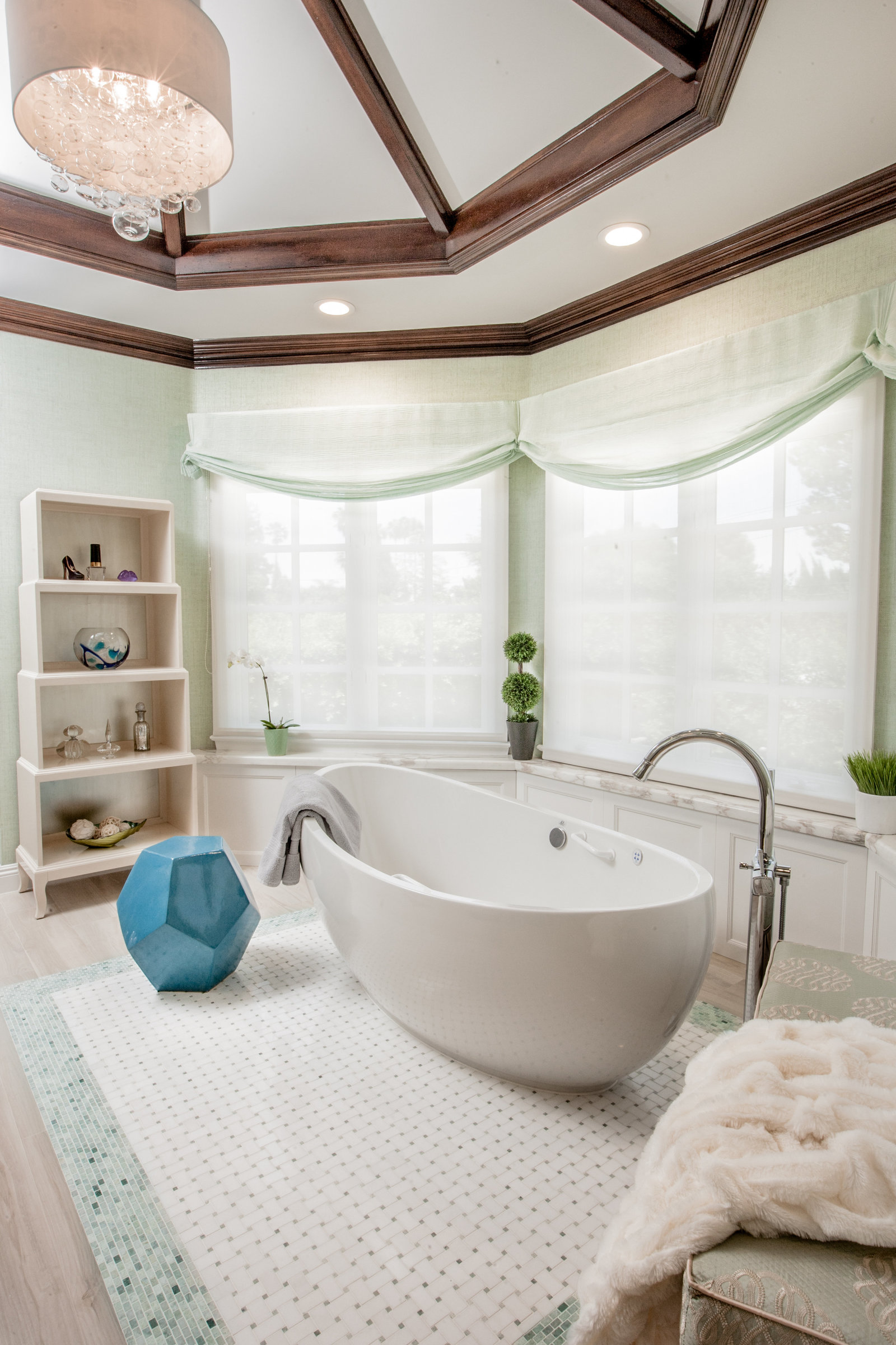 Glamorous Soaking Tub Bathroom Design