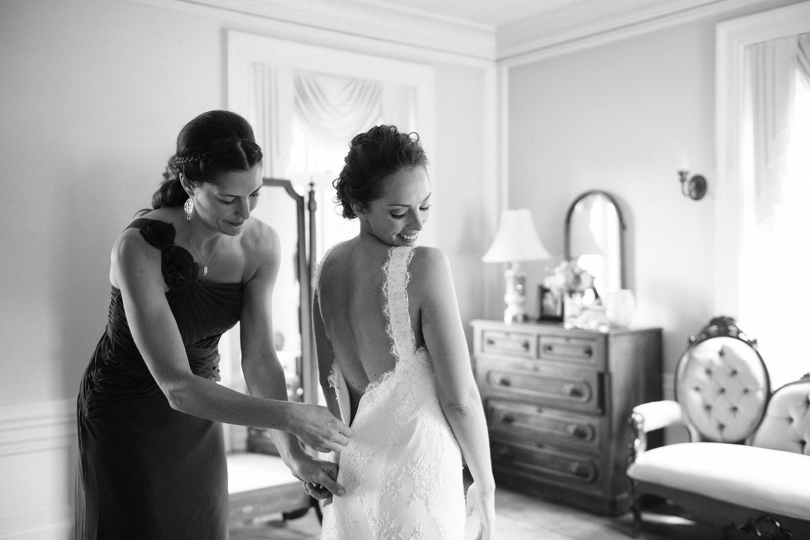 Bride getting ready in Minneapolis mansion