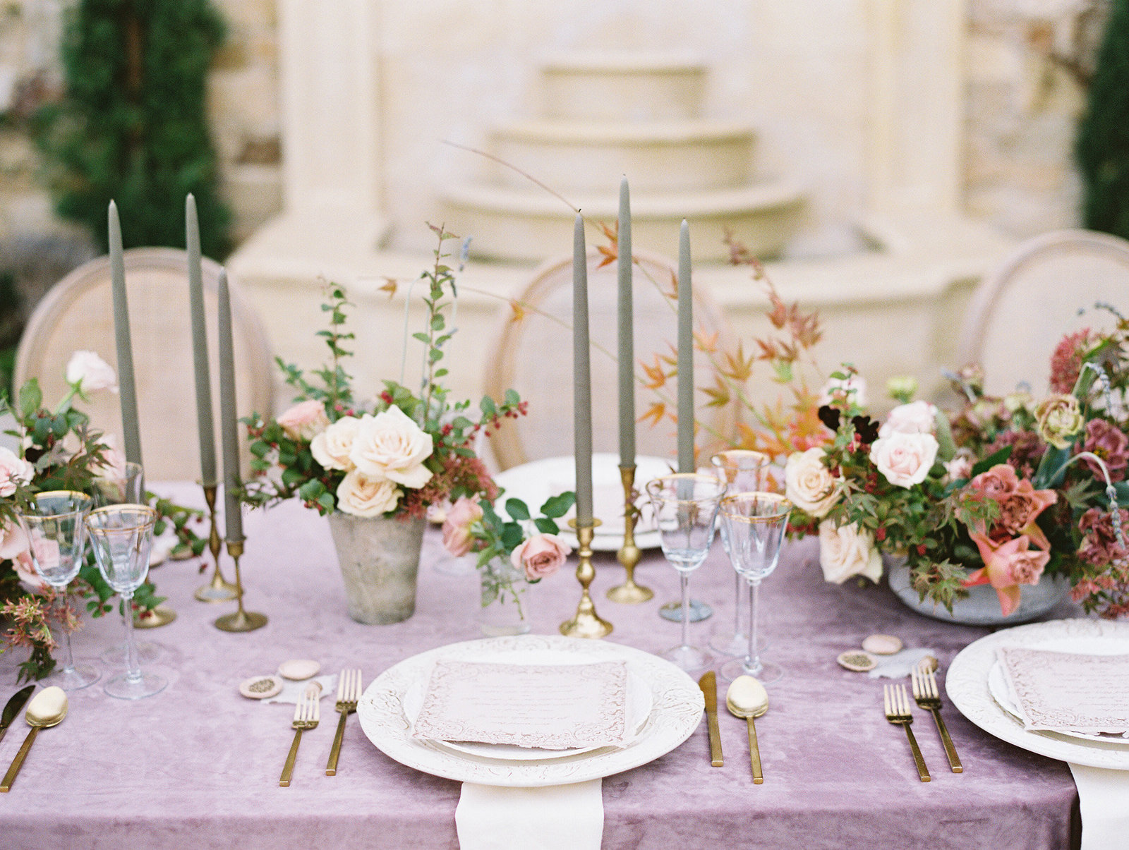PuraSoulPhoto_MalibuRockyOaksWedding_TopBest_PurpleTable-36
