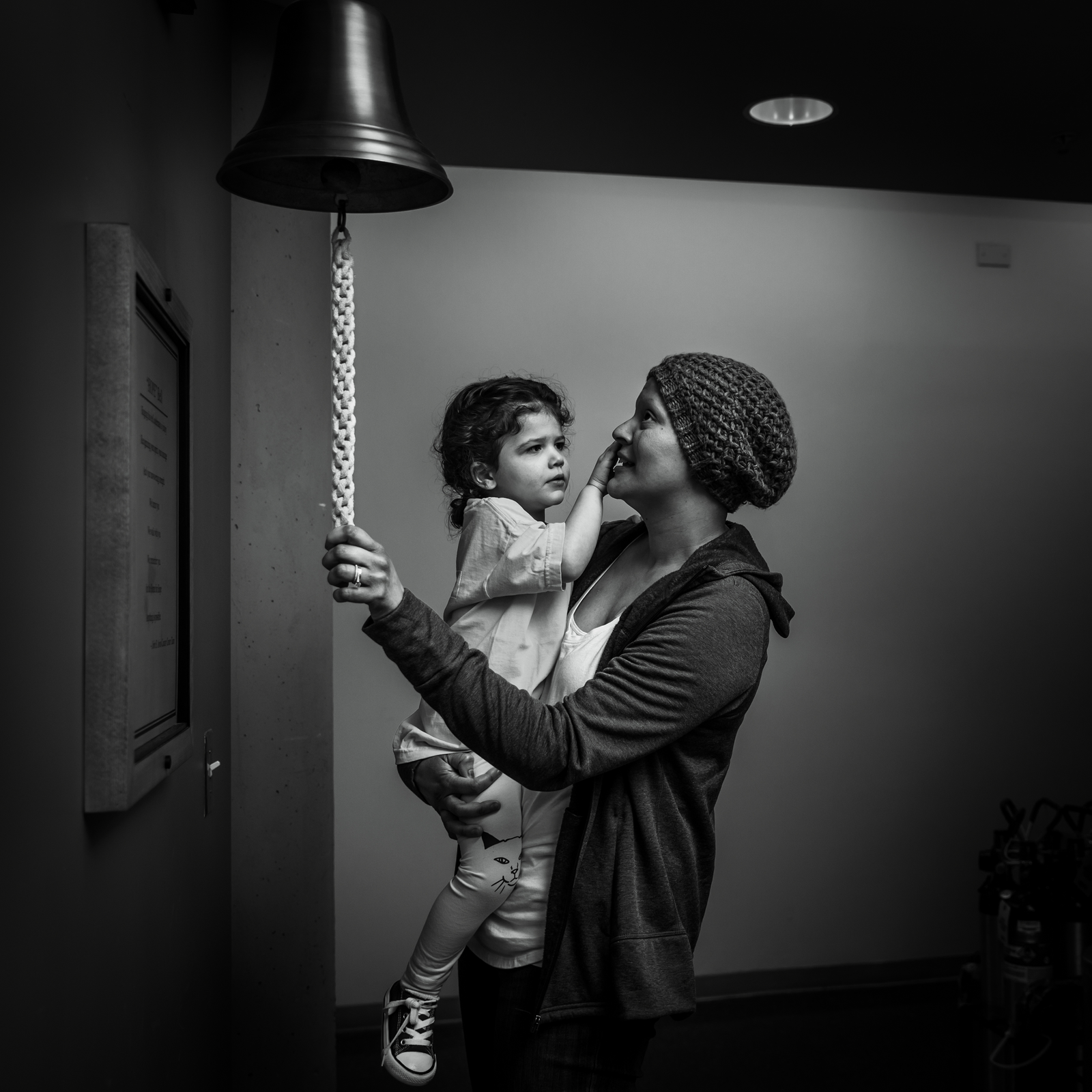family photographer, columbus, ga, atlanta, documentary, photojournalism, chemotherapy, chemo, breastcancer, ringing bell_6256