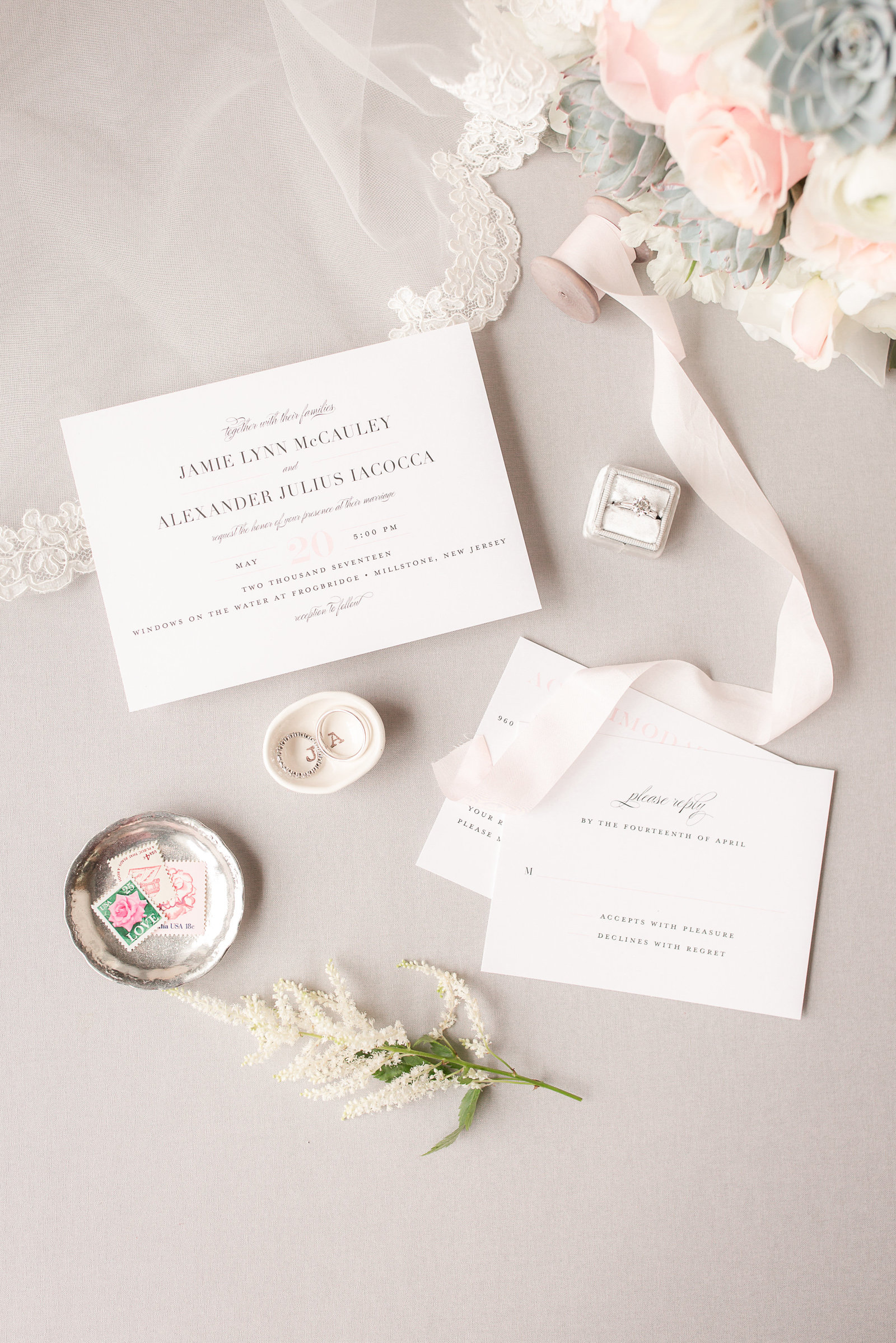 Wedding invitations for an elegant and romantic wedding