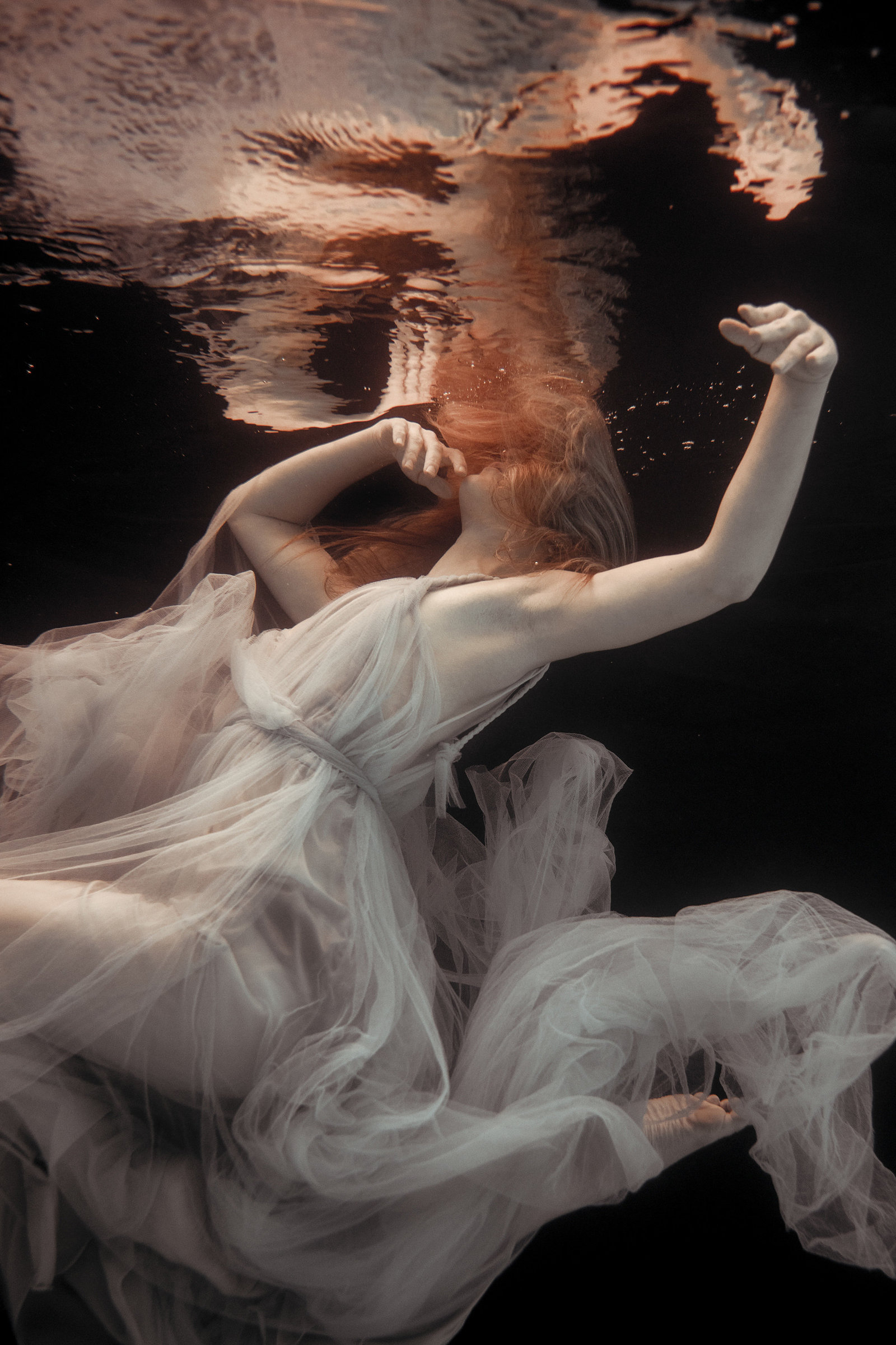 Grecian-tulle-wedding-dress-underwater-JoanneFlemingDesign-RekhaGartonPhoto (7)