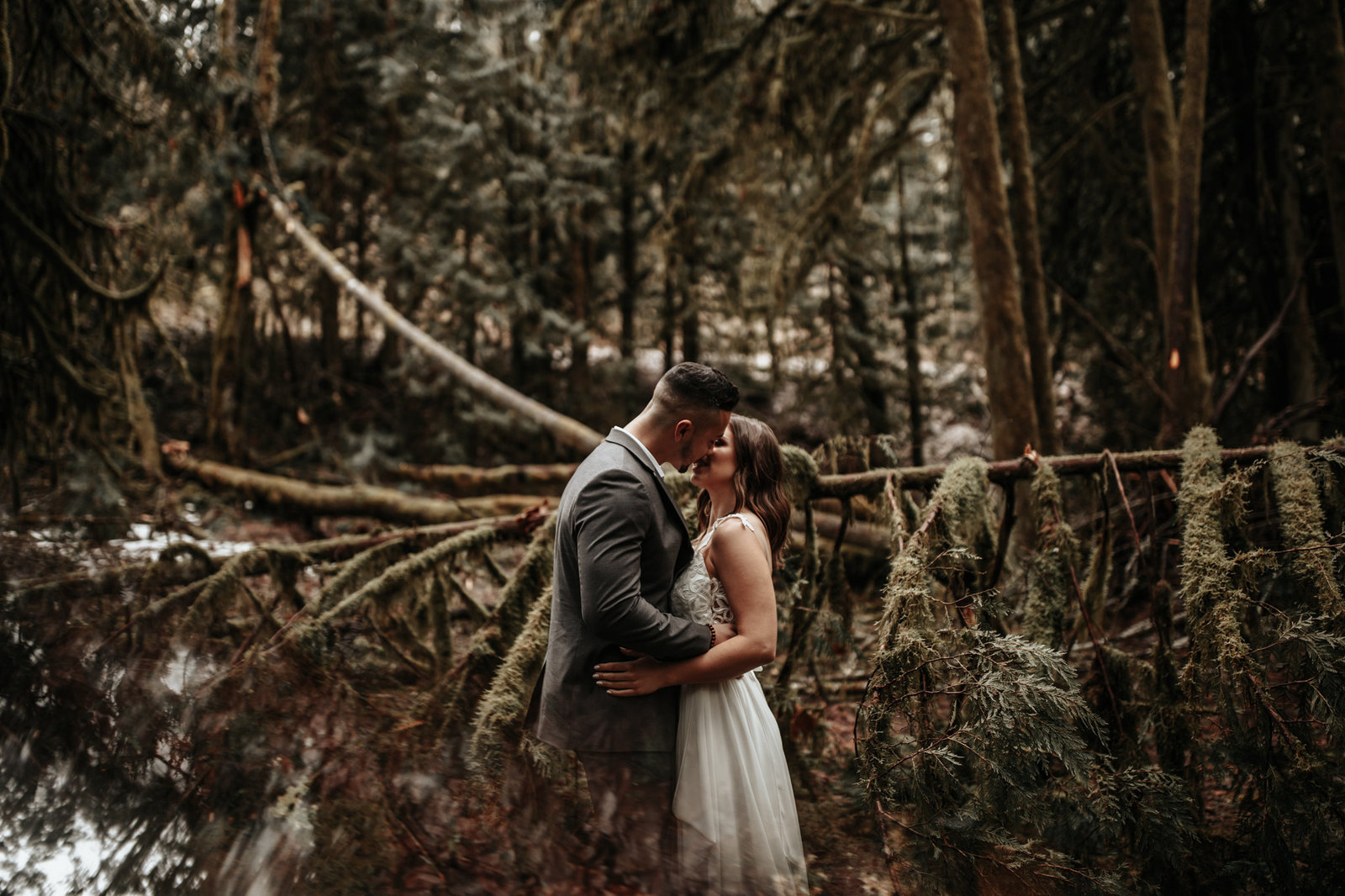 bride-groom-forest-elopement-3