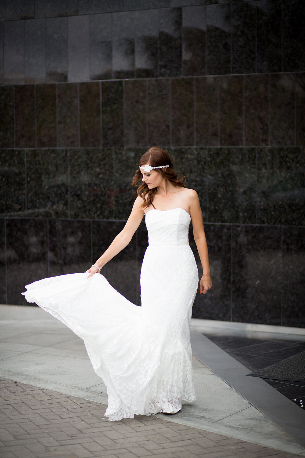 Modern location and elegant bride