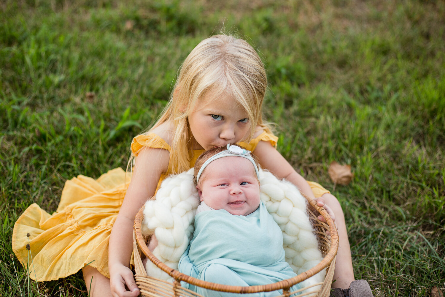 Outdoor-Newborn-Lifestyle-Photography-Session-Frankfort-KY-Photographer-6