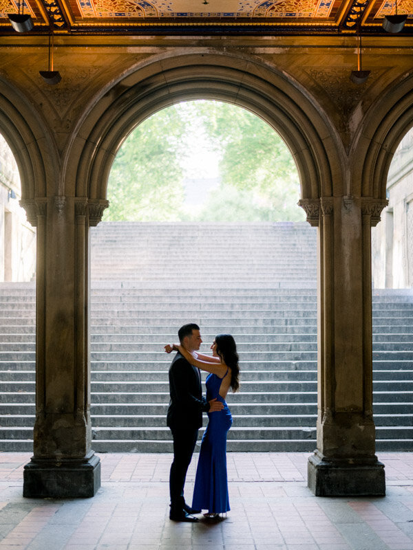 Couple slow dancing until Bethesda Terrace in Central Park
