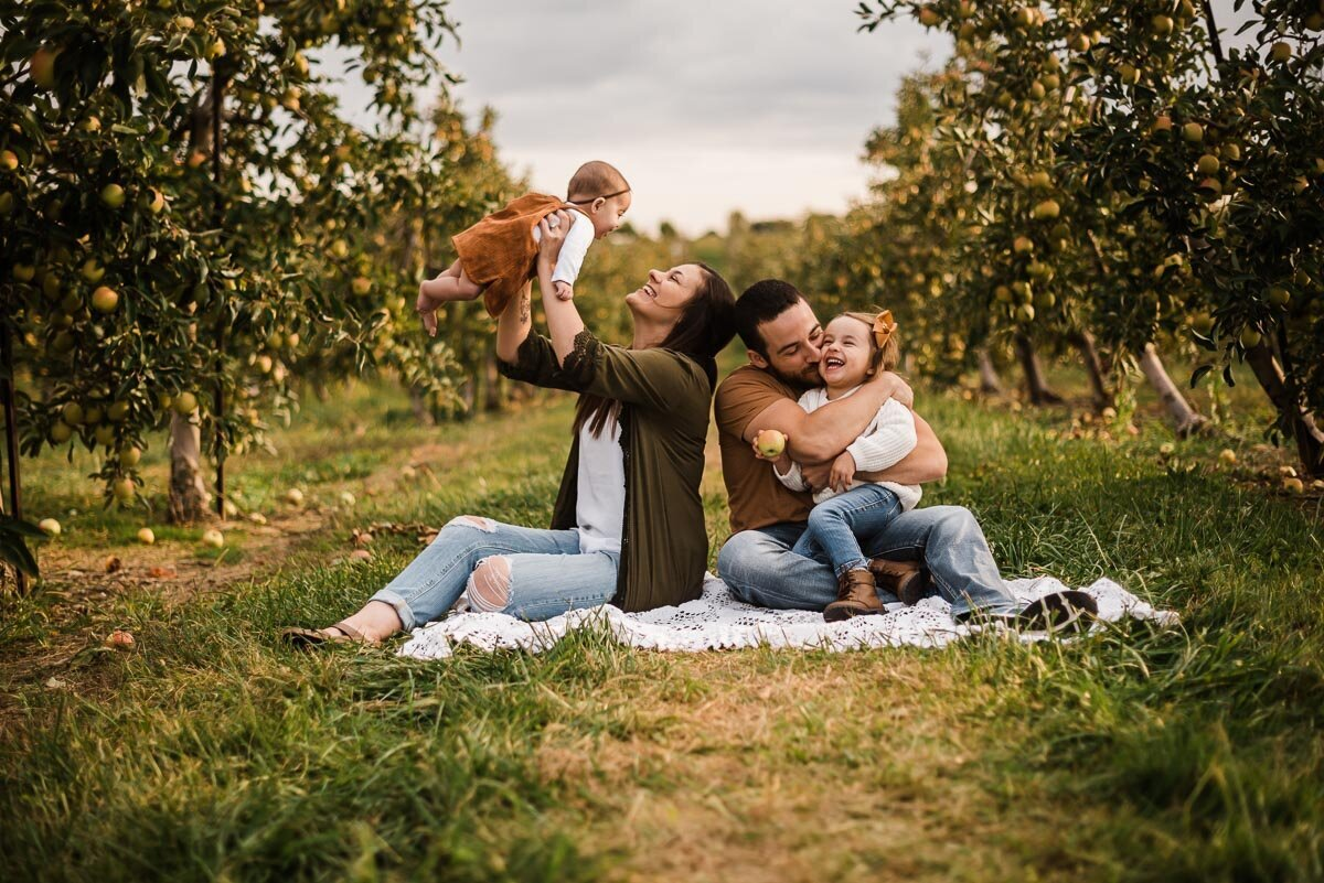 Lynds-Fruit-Farm-Apple-Picking-Family-Pictures-Pataskala-Ohio-6