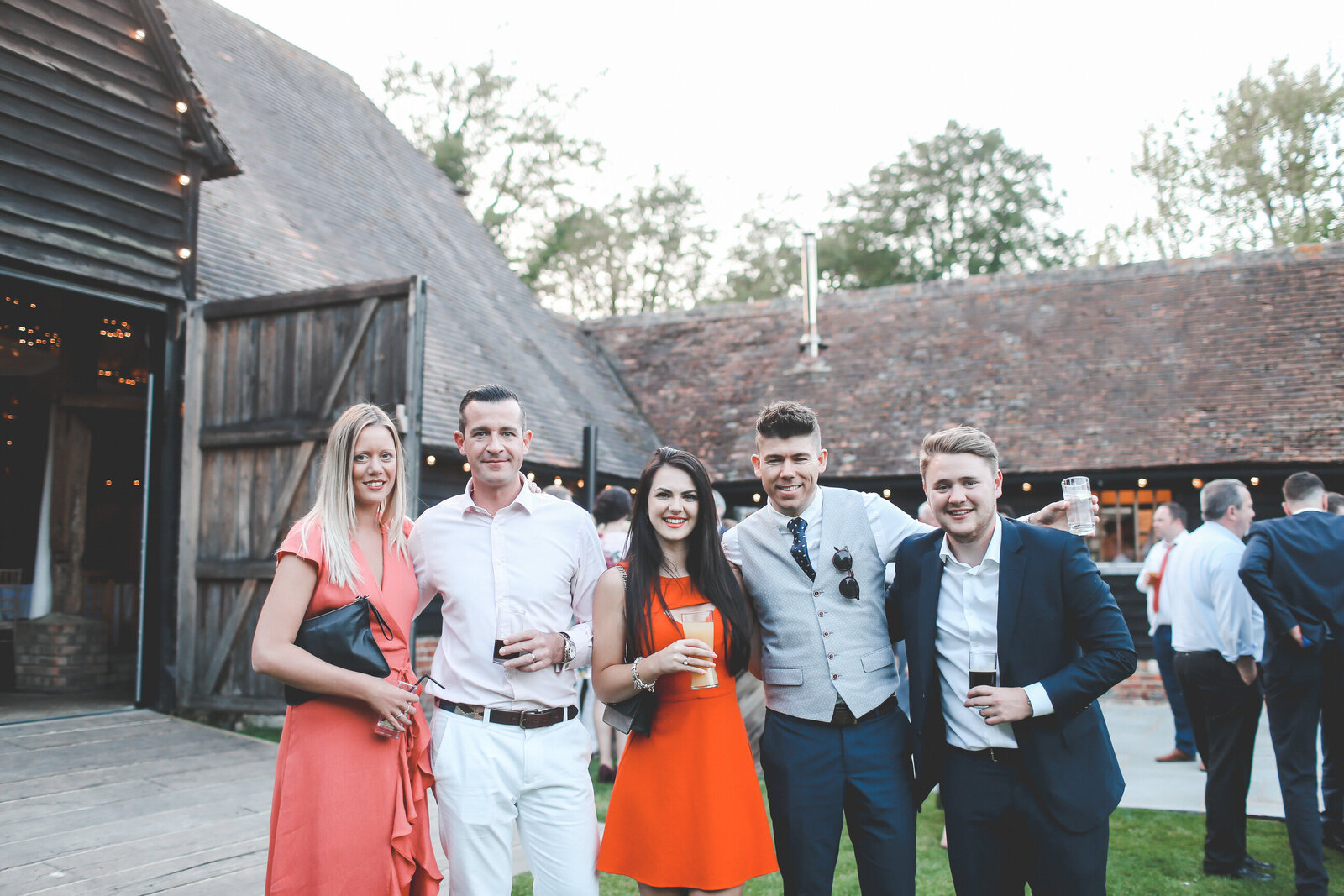 LAINS-BARN-WEDDING-PHOTOGRAPHER-FUN-REALXED-0068