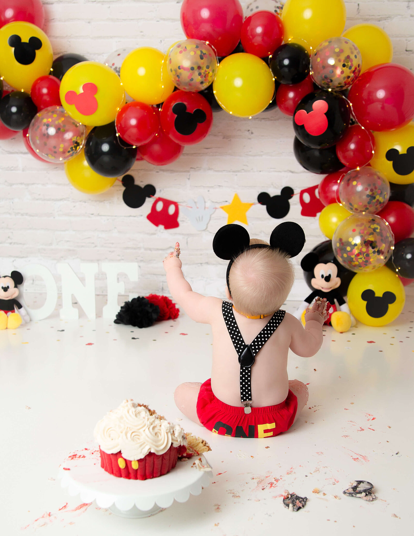 Mickey cake smash at our in-home Rochester, Ny studio.