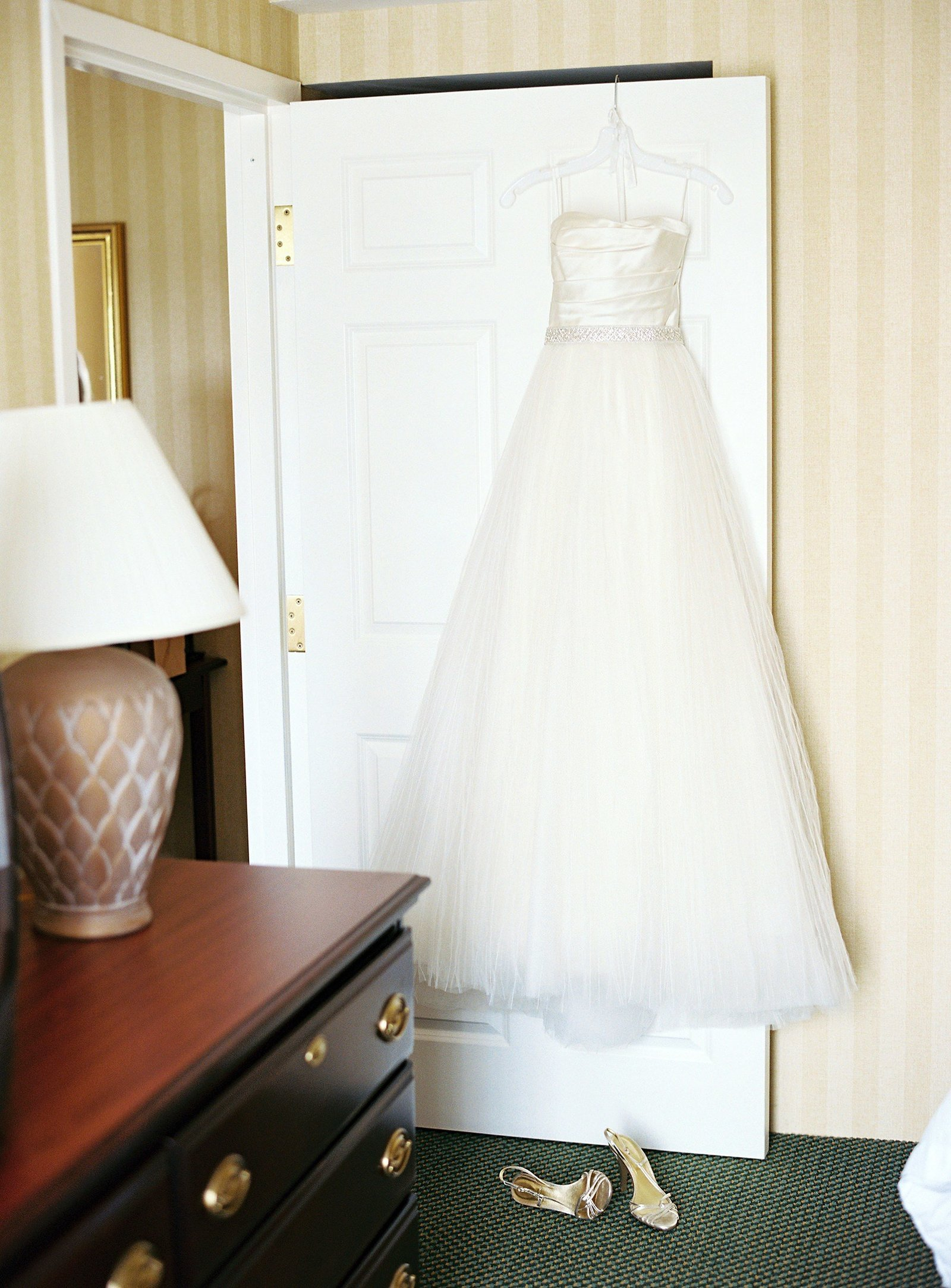 spring_wadsworth_mansion_sperry_tent_wedding_0002
