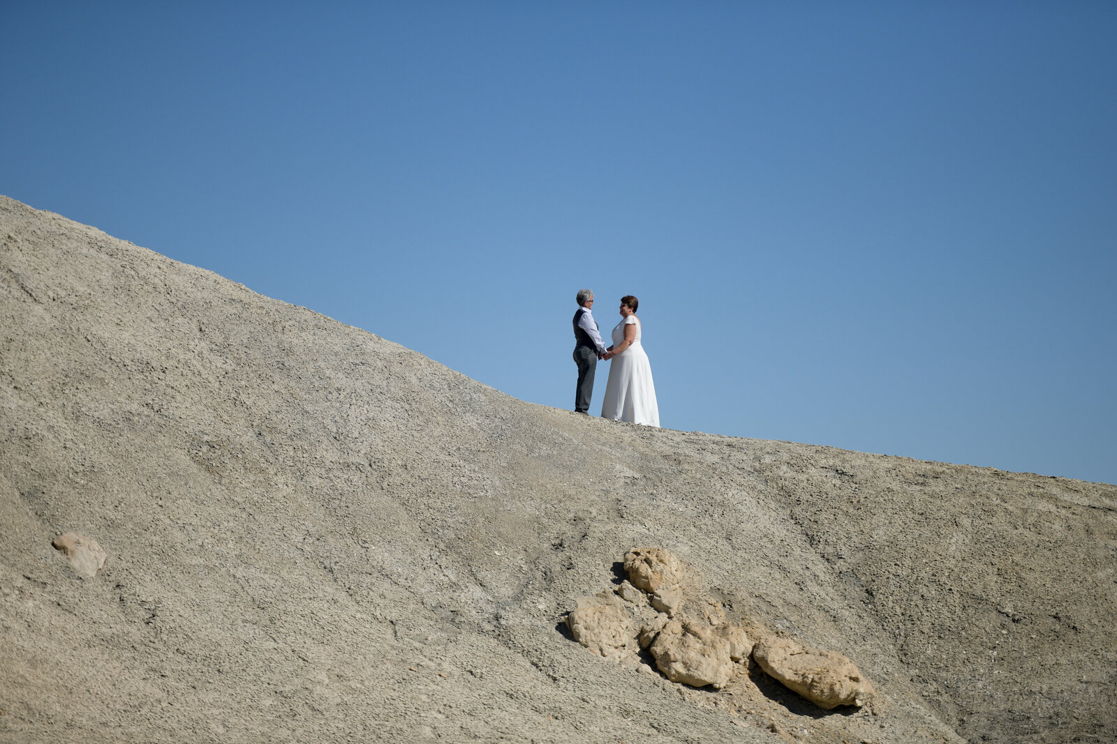 10.19.20 Elopement at Alstrom Point Vicky and Paige Photography by Terri Attridge-85