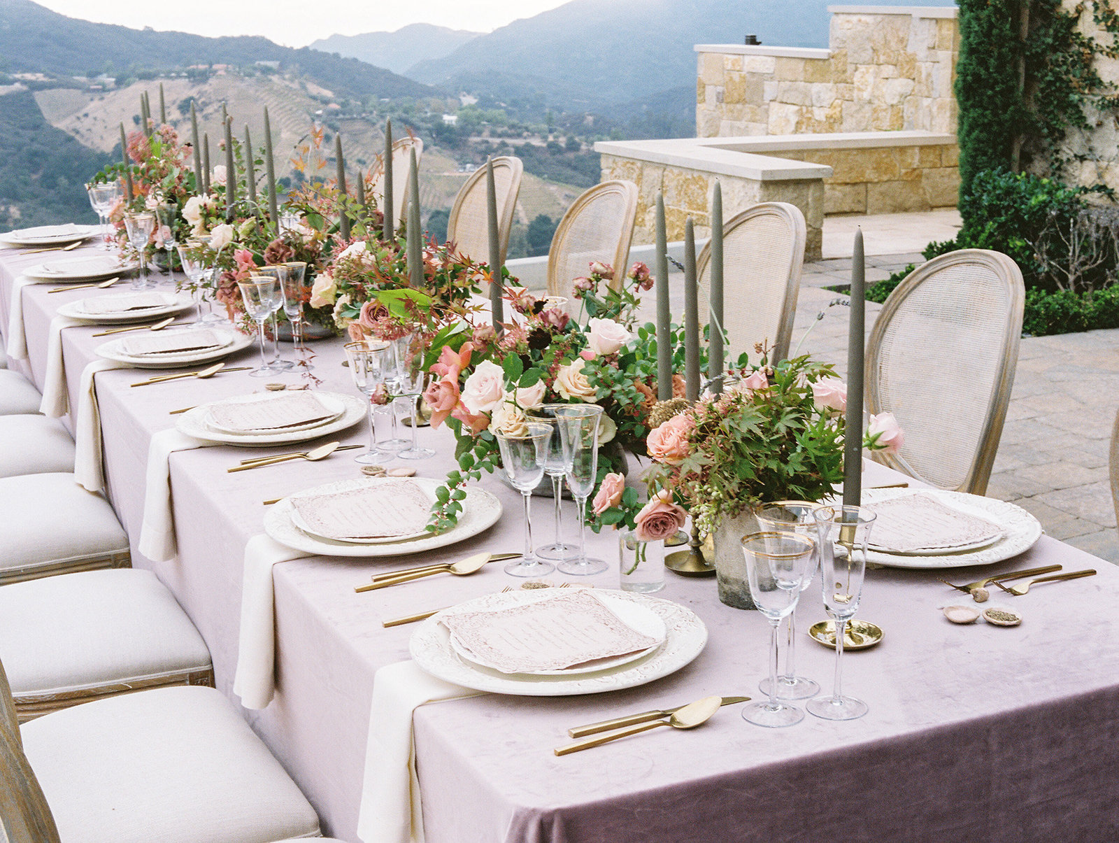 PuraSoulPhoto_MalibuRockyOaksWedding_TopBest_PurpleTable-35