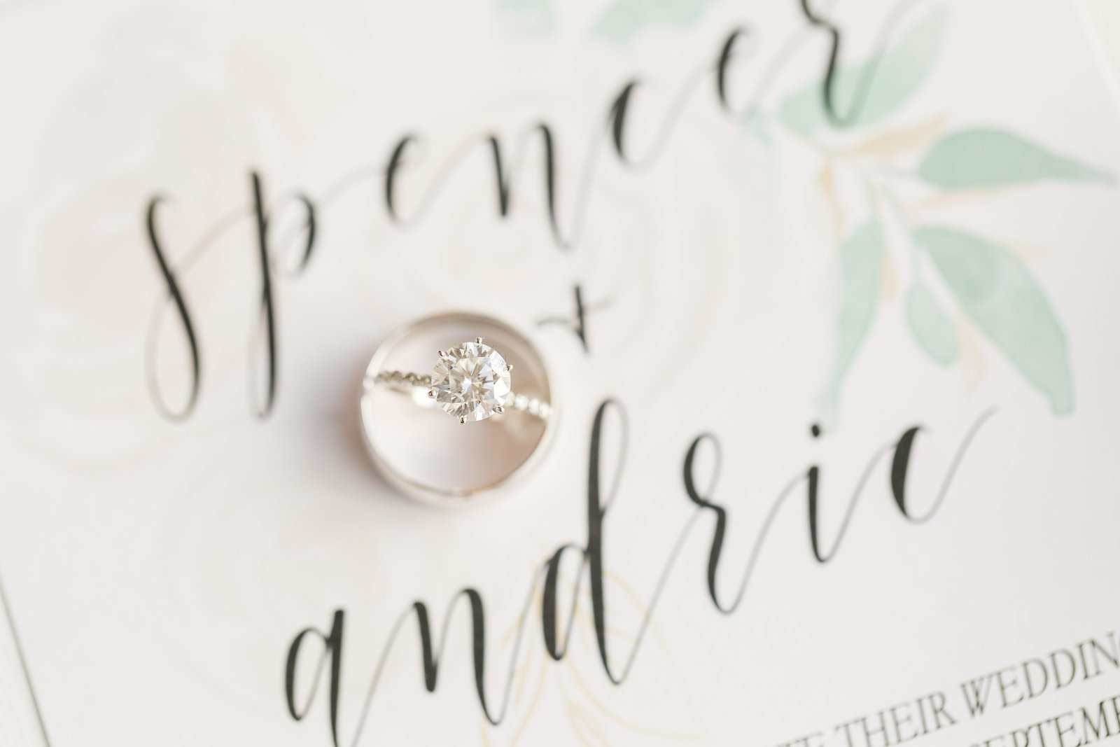 round diamond engagment ring pictures