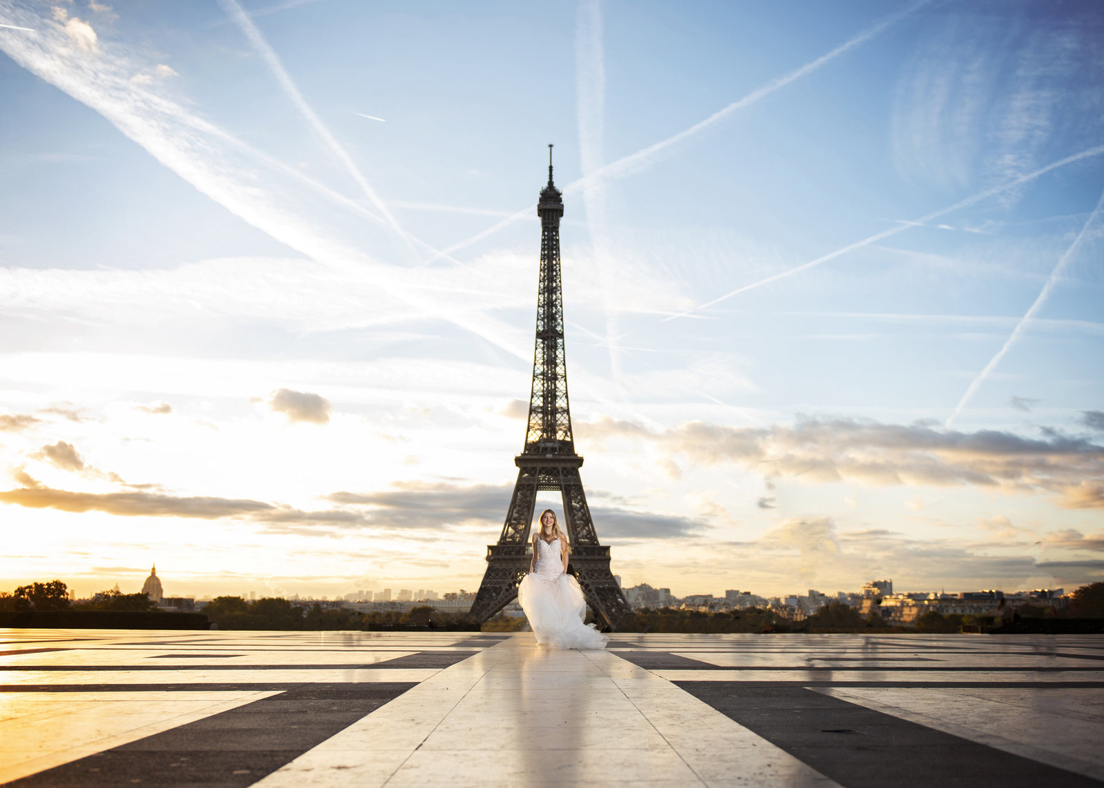 bride in paris in front of the eiffel tower bridal portrait boerne photographer destination in europe