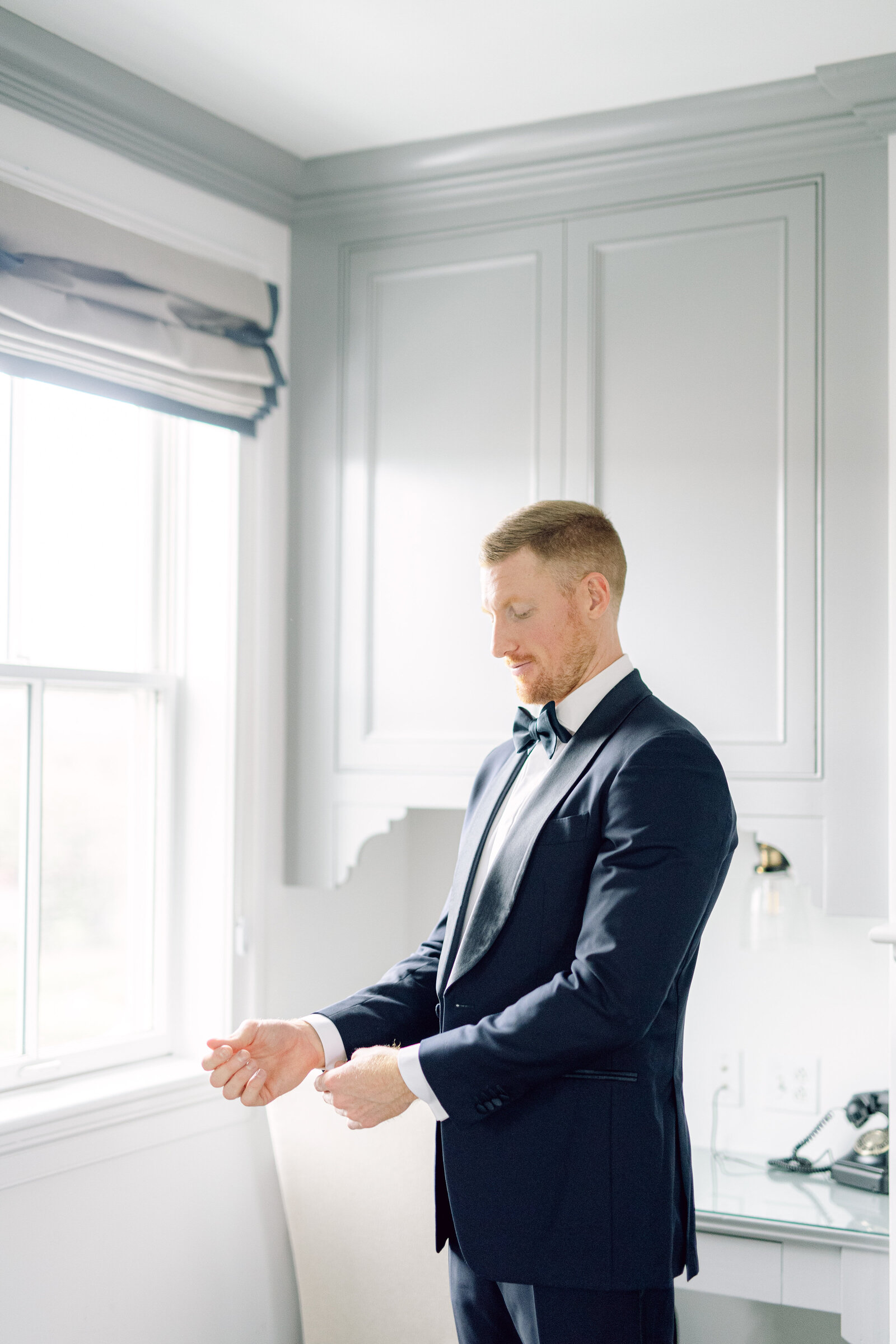 groom_navy_suit_mystic_wedding-2