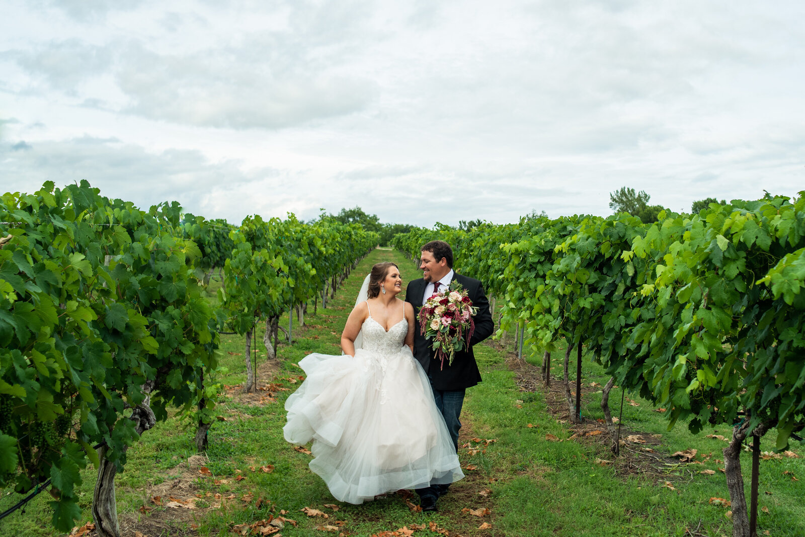 audrey-taylor-messina-hof-winery-wedding_036