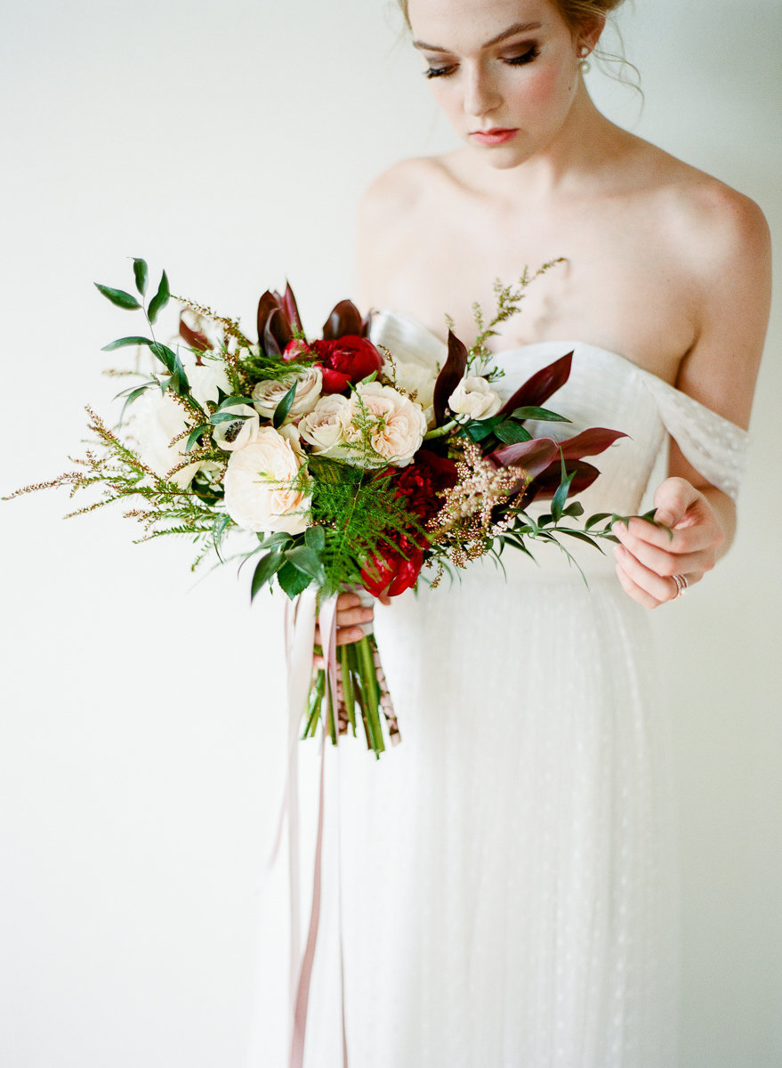 modern-bride-milwaukee-wisconsin-florist-bouquet-design
