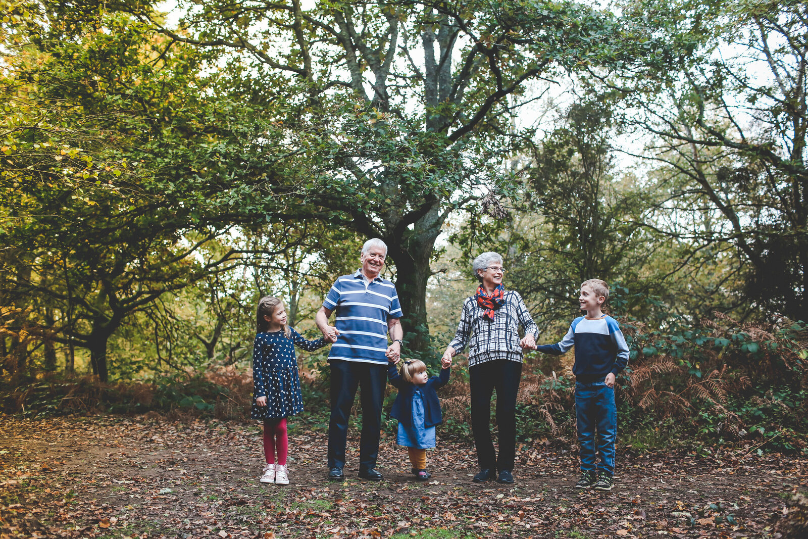 FP_FAMILY-PHOTOS-WITH-GRANDPARENTS-IN-WOODS-0006