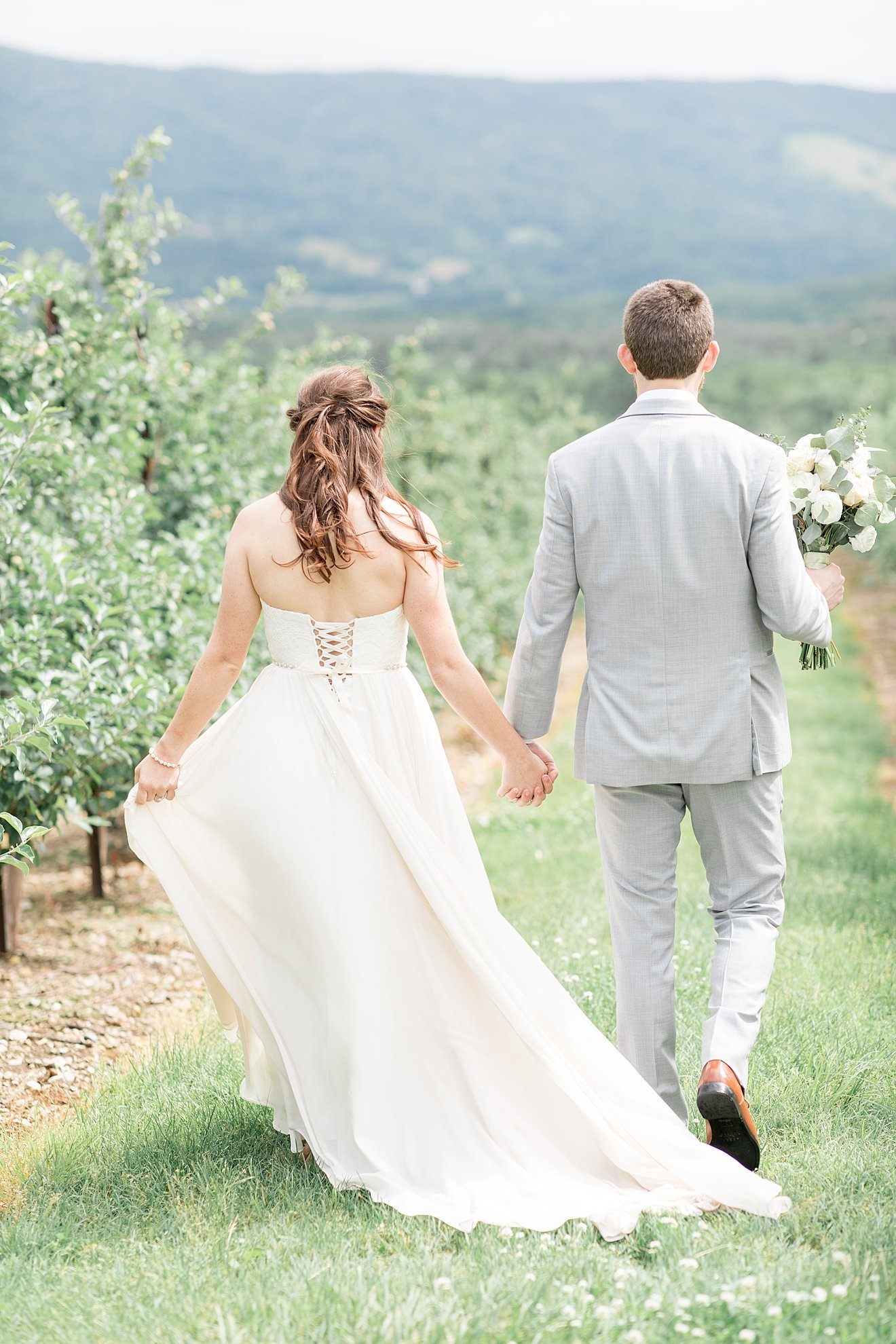 romantic-doe-creek-farm-bride-and-groom-photo_0001