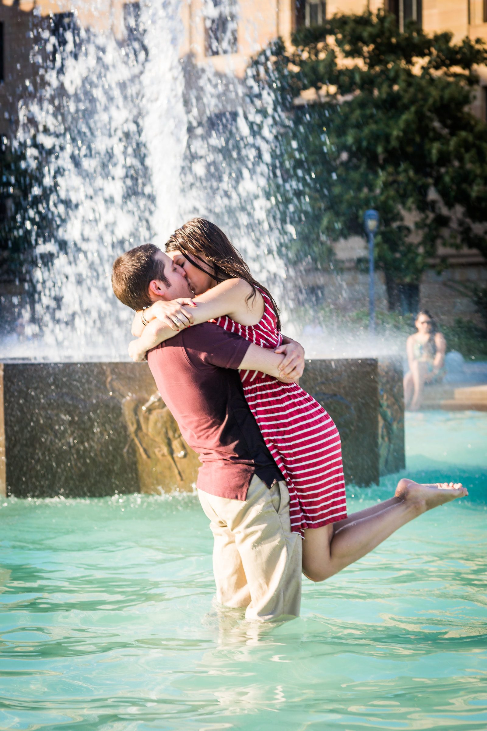 philadelpha-engagement-photographer-art-museum