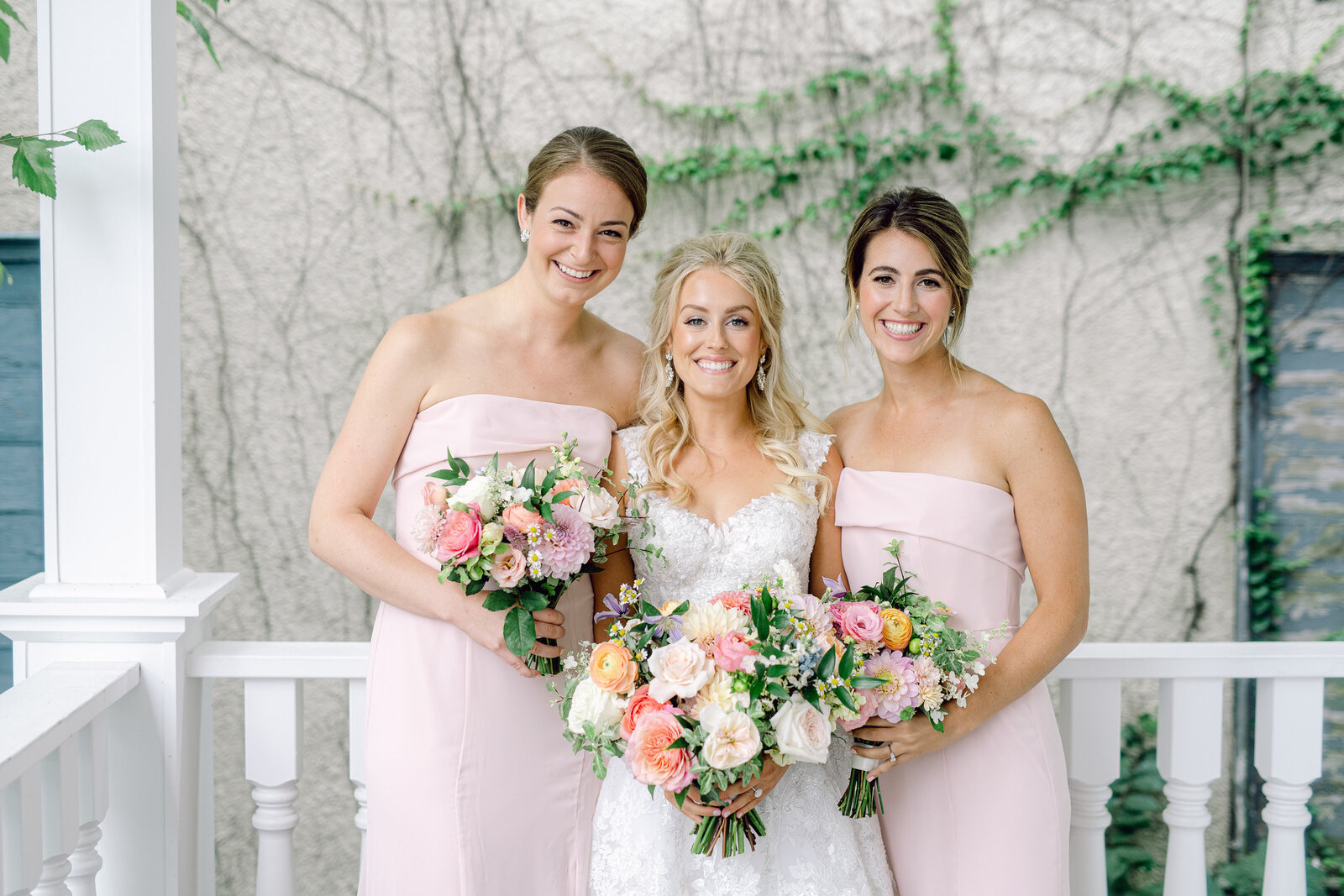 bride_and_bridesmaids_2