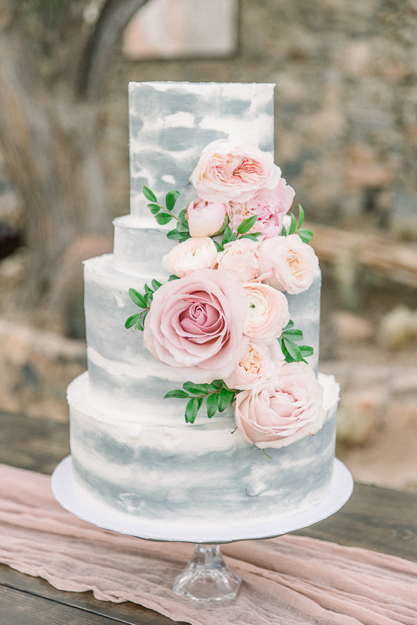 Elegant Scottsdale Arizona El Chorro Wedding Photo of Blue and White Floral Cake | Tucson Wedding Photographer | West End Photography