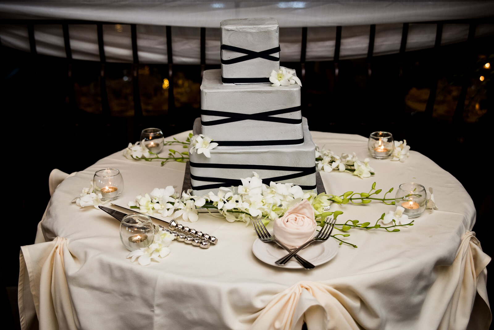 reception-st-charles-herrington-cake