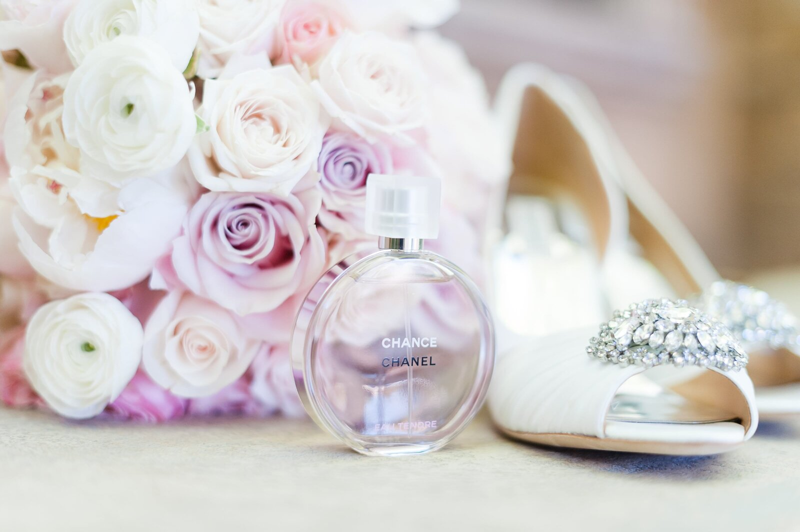 bouquet-with-wedding-shoes