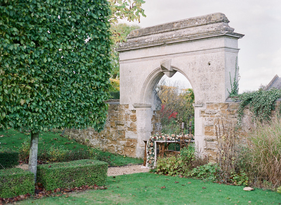 Molly-Carr-Photography-Paris-Film-Photographer-France-Wedding-Photographer-Europe-Destination-Wedding-Cotswolds-England-14