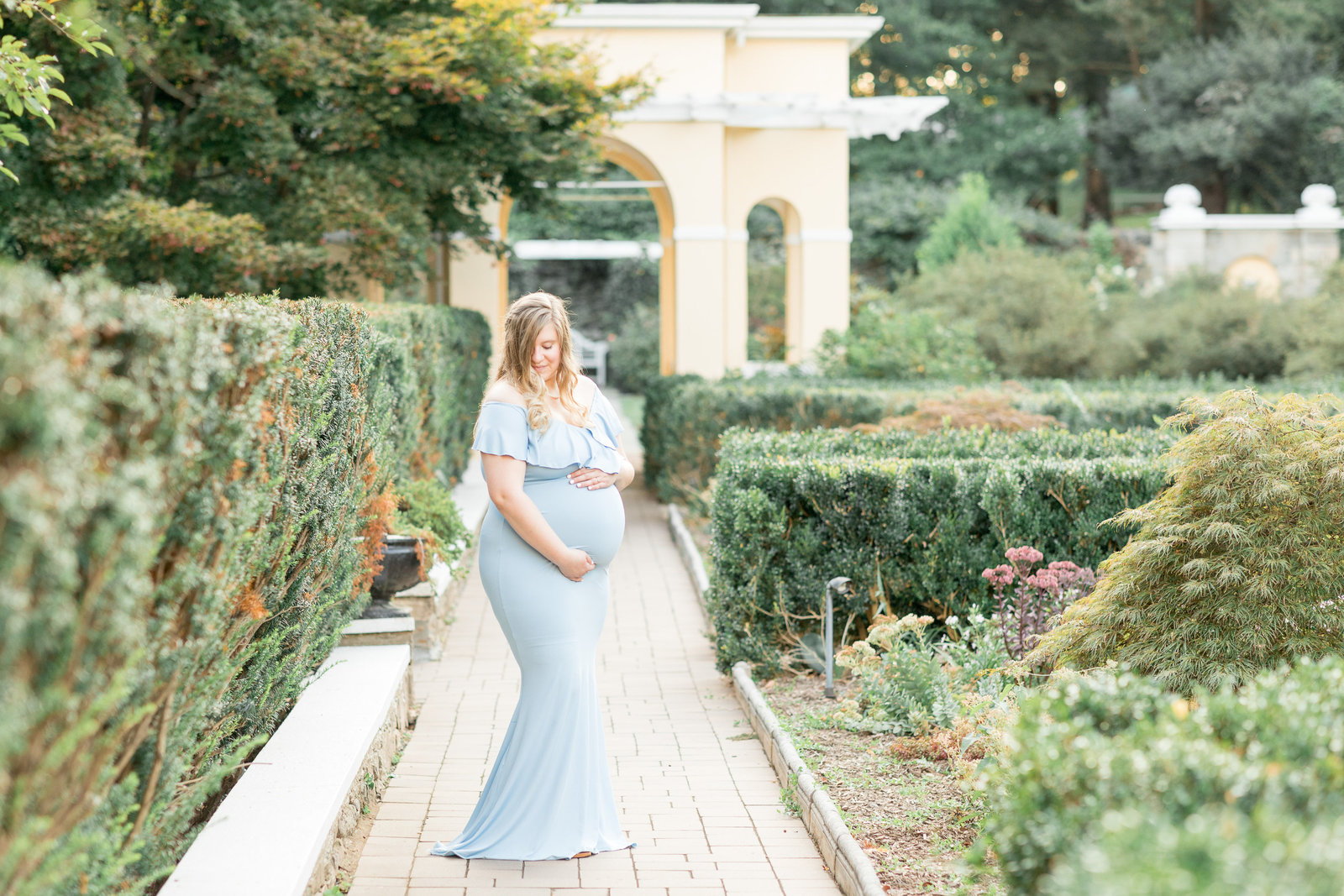 kimberly-ben-summer-maternity-photo-session-at-airlie-warrenton-va-013