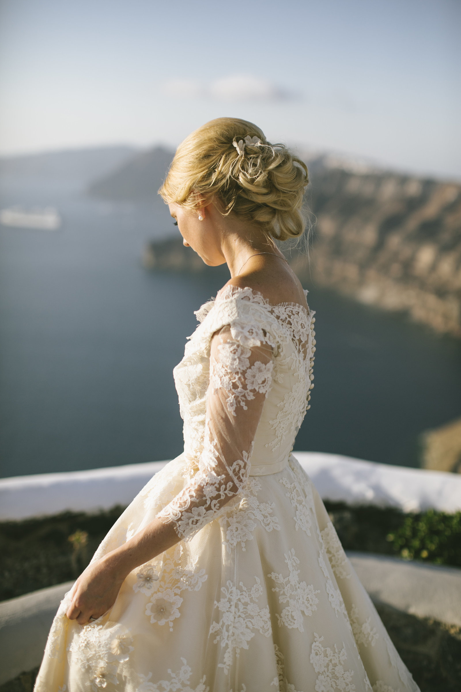 Santorini_wedding_bride_dress_by_JoanneFlemingDesign_PicNikosGogas (1)