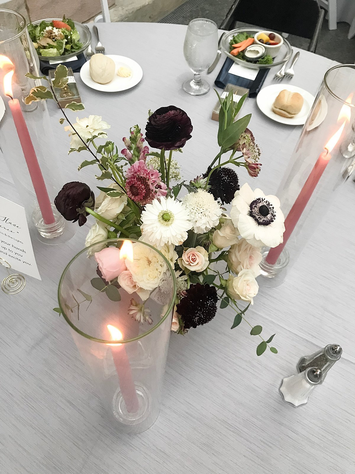 Modern-Black-Tie-Art-Museum-Floral-Wedding-in-blush-and-burgundy-at-the-Joslyn-art-museum-by-Lindsay-Elizabeth-Events-Omaha-Wedding-Florist-and-Coordinator15