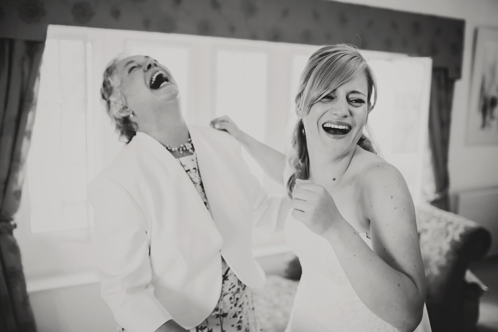WP-GREYFRIARS-WEDDING-GETTING-READY-LAUGHING-BRIDE-BLACK-AND-WHITE_0026