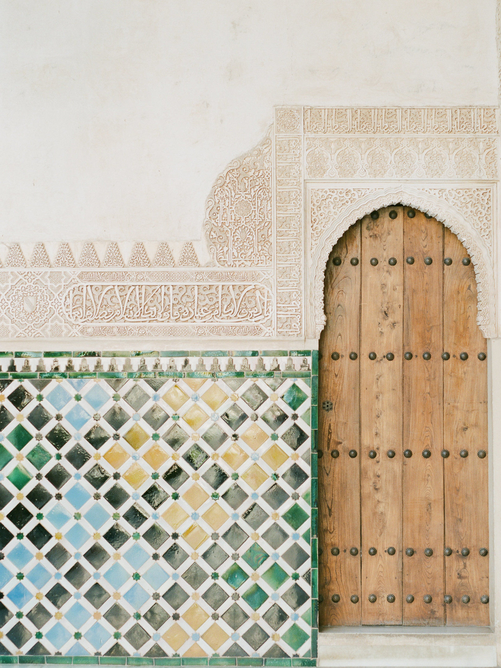 alhambra-colorful-tiles-photo