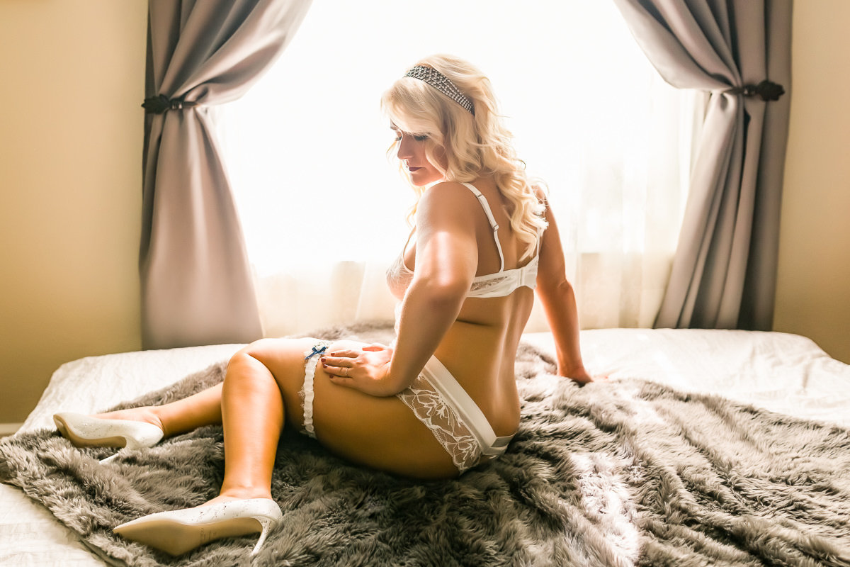 Luxurious boudoir photography of a bride