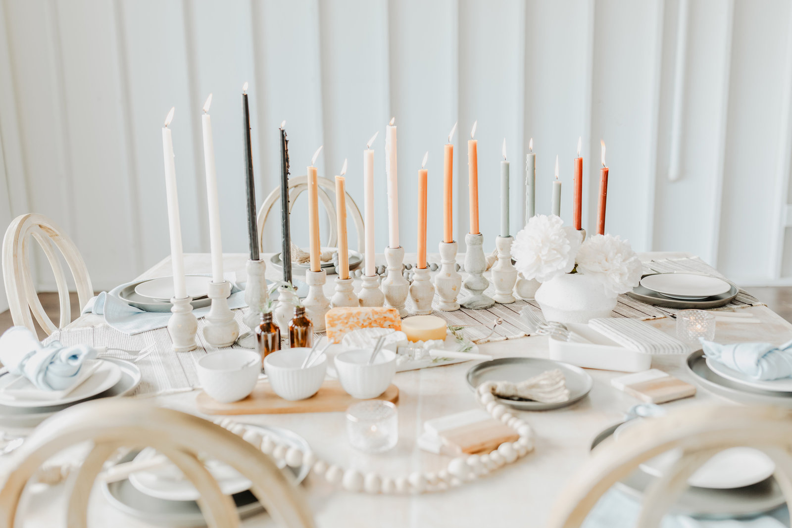 Modern boho inspired wedding day table details at 14 Tenn