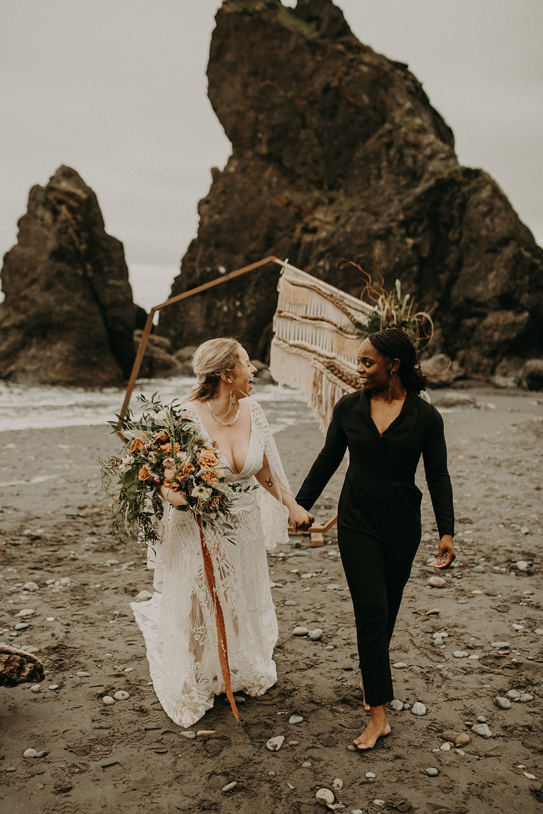 Ruby_Beach_Styled_Elopement_-_Run_Away_with_Me_Elopement_Collective_-_Kamra_Fuller_Photography_-_Ceremony-73