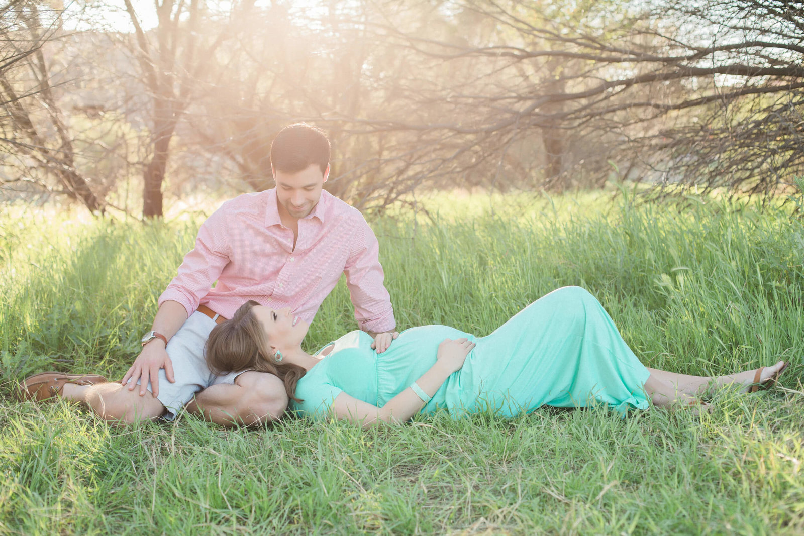 outdoor prenatal portraits
