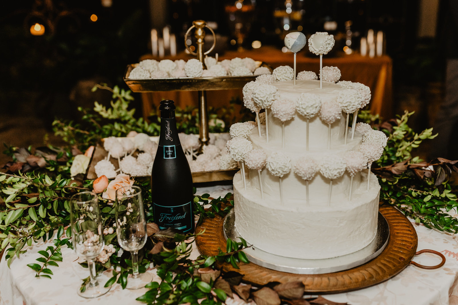 Cake Pops Make a delicious twist instead classic wedding cake
