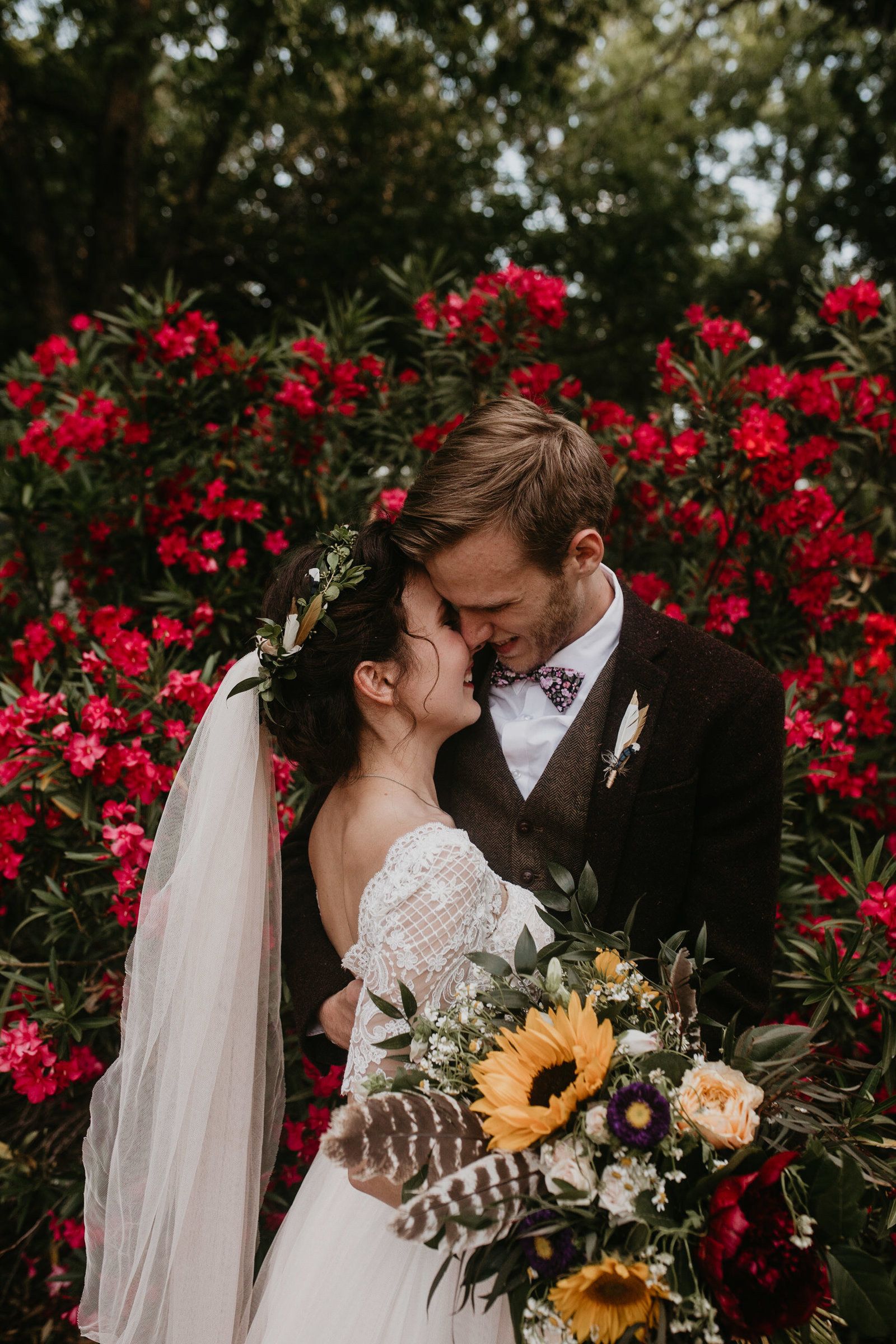 bright boho diy backyard wedding dallas texas moth and moonlite photography